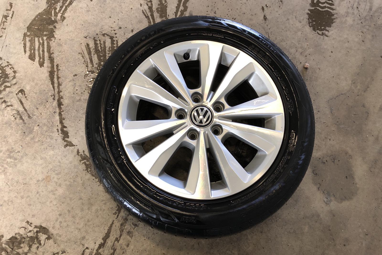 VW Golf VII 1.2 TSI 5dr (110hk) - 8 768 mil - Manuell - svart - 2016