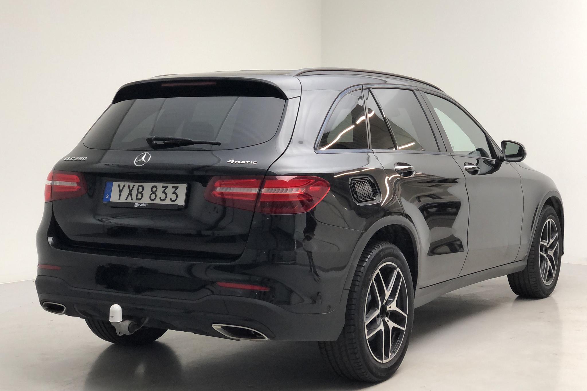 Mercedes GLC 250 4MATIC X253 (211hk) - 7 172 mil - Manuell - svart - 2018