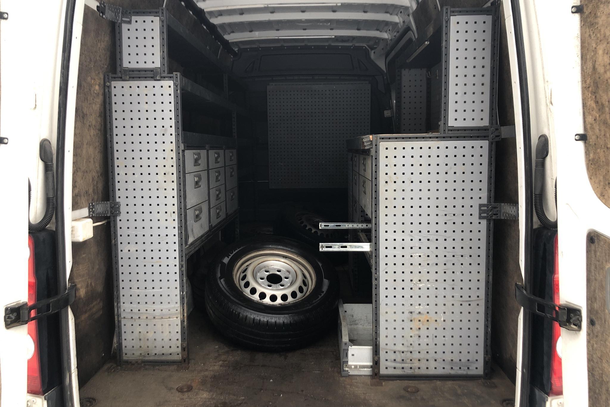 VW Crafter 35 2.0 TDI Skåp (163hk) - 11 416 mil - Manuell - vit - 2012
