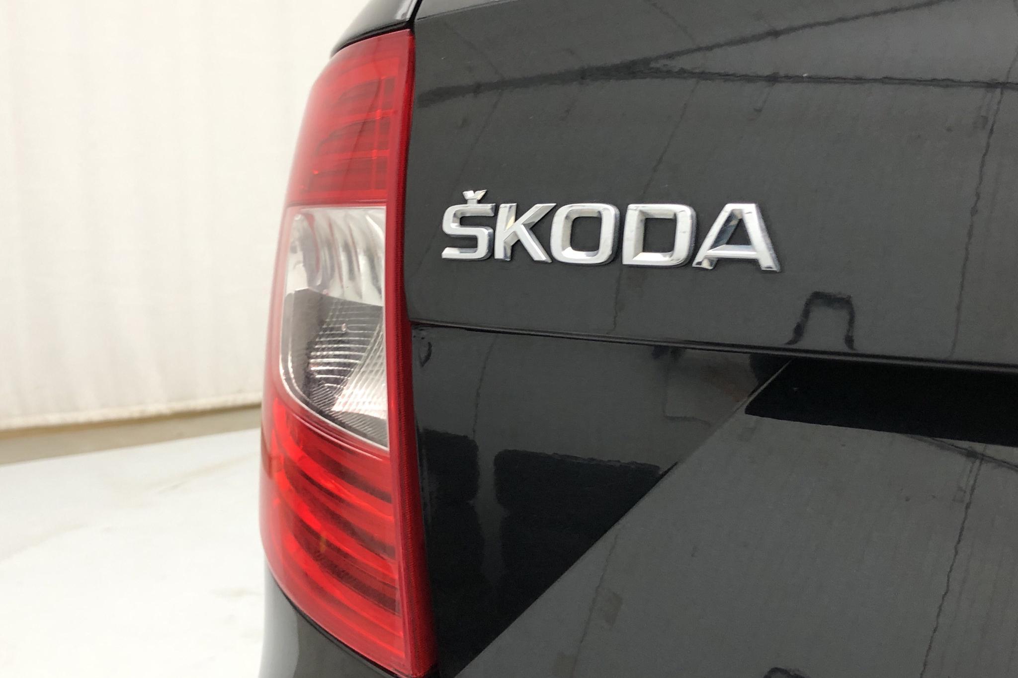 Skoda Superb 2.0 TDI 4x4 Kombi (170hk) - 10 099 mil - Automat - svart - 2014