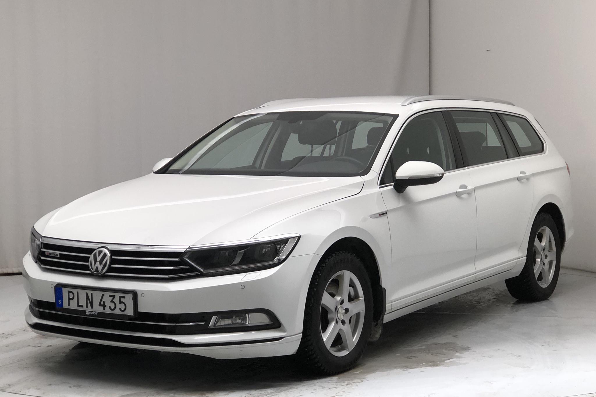 VW Passat 2.0 TDI Sportscombi 4MOTION (150hk) - 11 438 mil - Manuell - vit - 2018