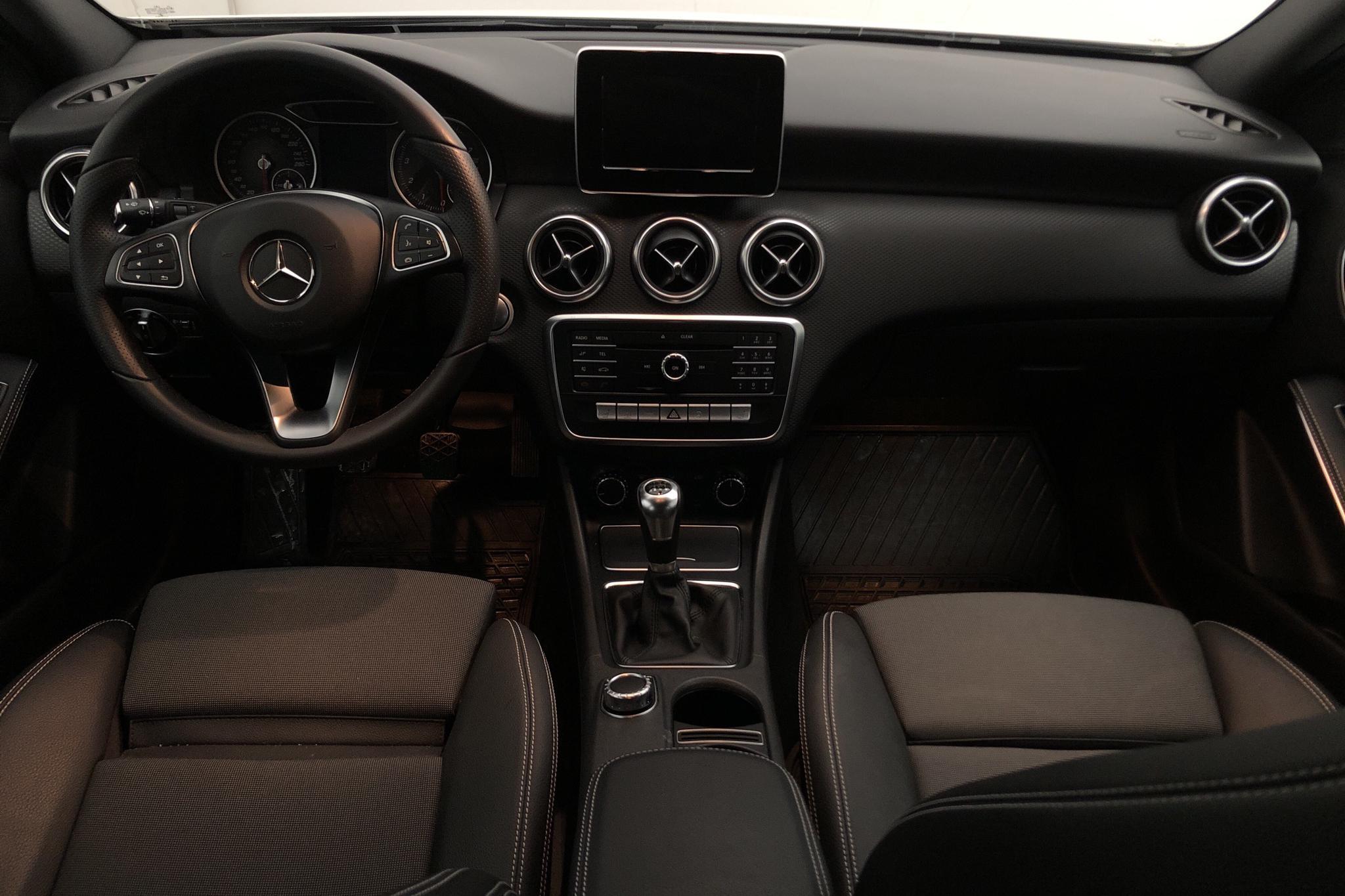 Mercedes A 180 5dr W176 (122hk) - 2 700 mil - Manuell - vit - 2018