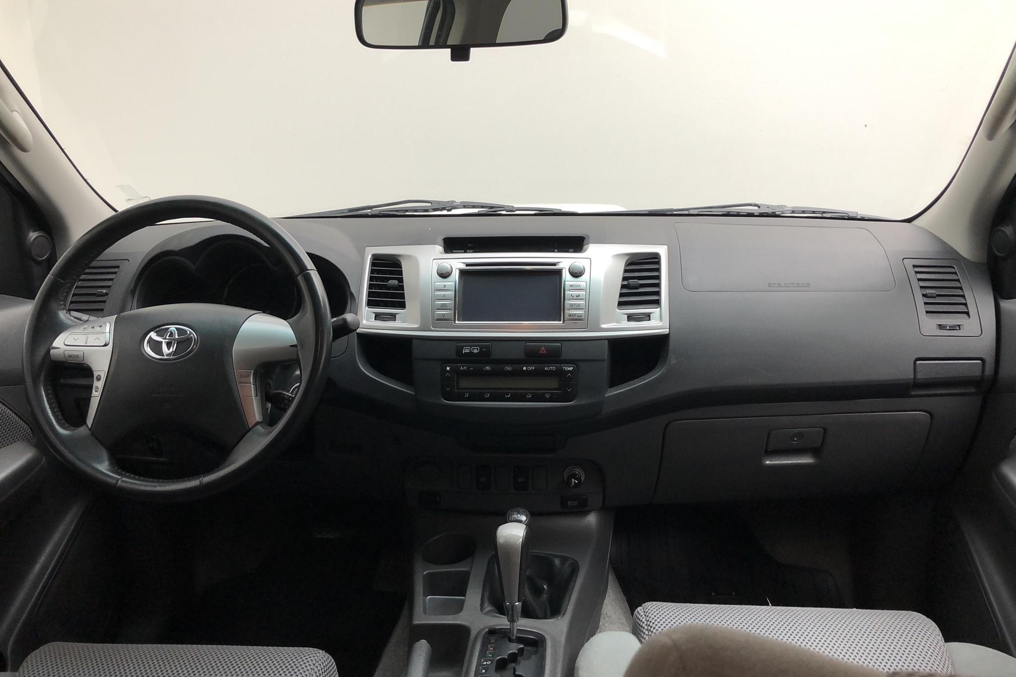 Toyota Hilux 3.0 D-4D 4WD (171hk) - 19 025 mil - Automat - vit - 2013