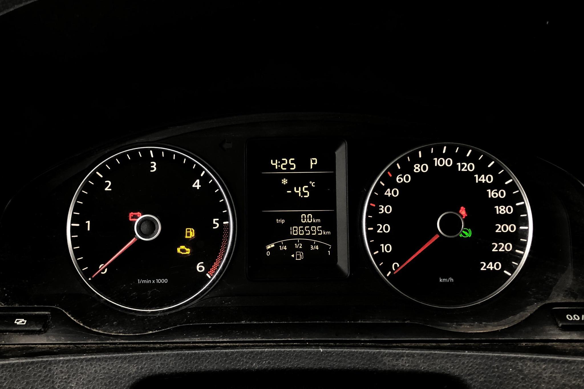 VW Transporter T5 2.0 TDI (140hk) - 18 659 mil - Automat - silver - 2011