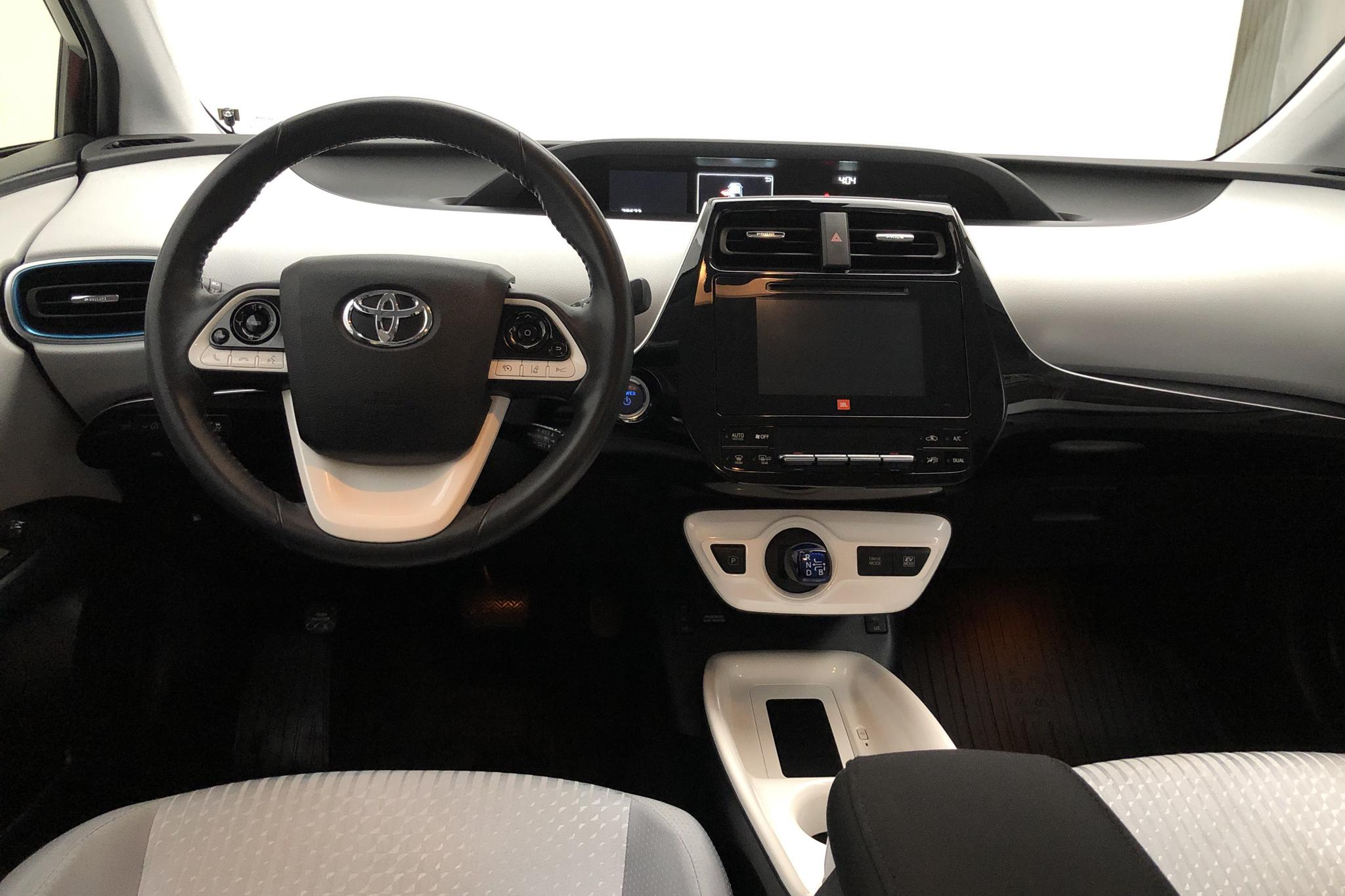 Toyota Prius 1.8 HSD (99hk) - 7 867 mil - Automat - röd - 2016