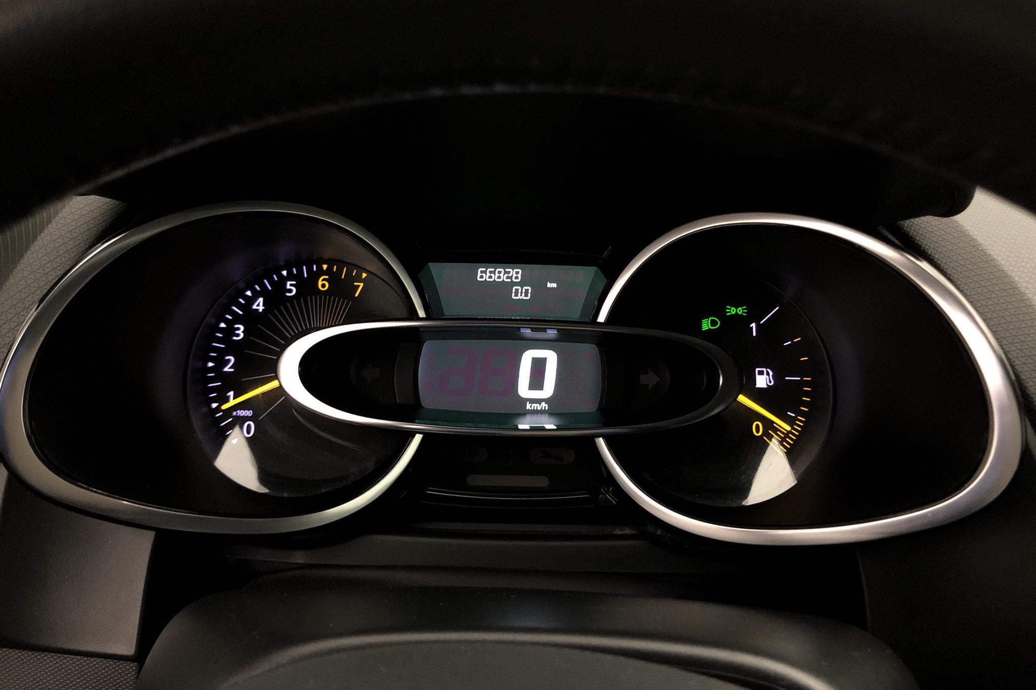 Renault Clio IV 0.9 TCe 90 5dr (90hk) - 6 682 mil - Manuell - svart - 2015