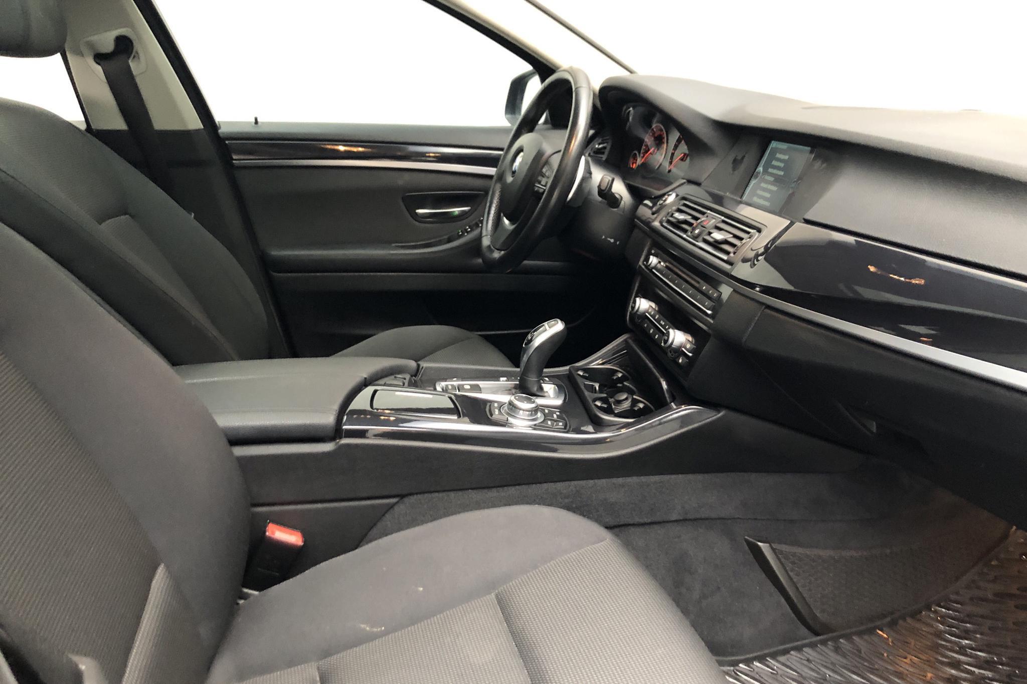 BMW 520d Touring, F11 (184hk) - 15 864 mil - Automat - svart - 2012