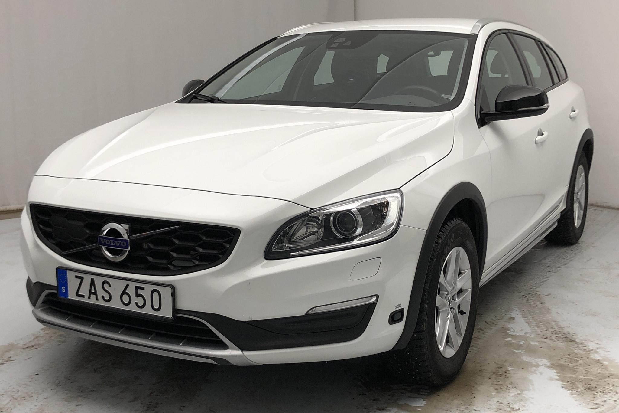 Volvo V60 D3 Cross Country (150hk) - 90 740 km - Automatic - white - 2018
