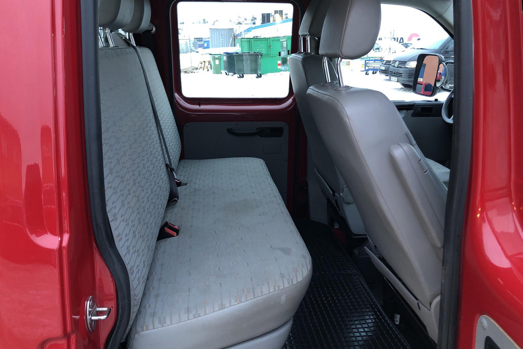 VW Transporter T5 2.0 TDI Pickup (140hk) - 11 063 mil - Automat - röd - 2010