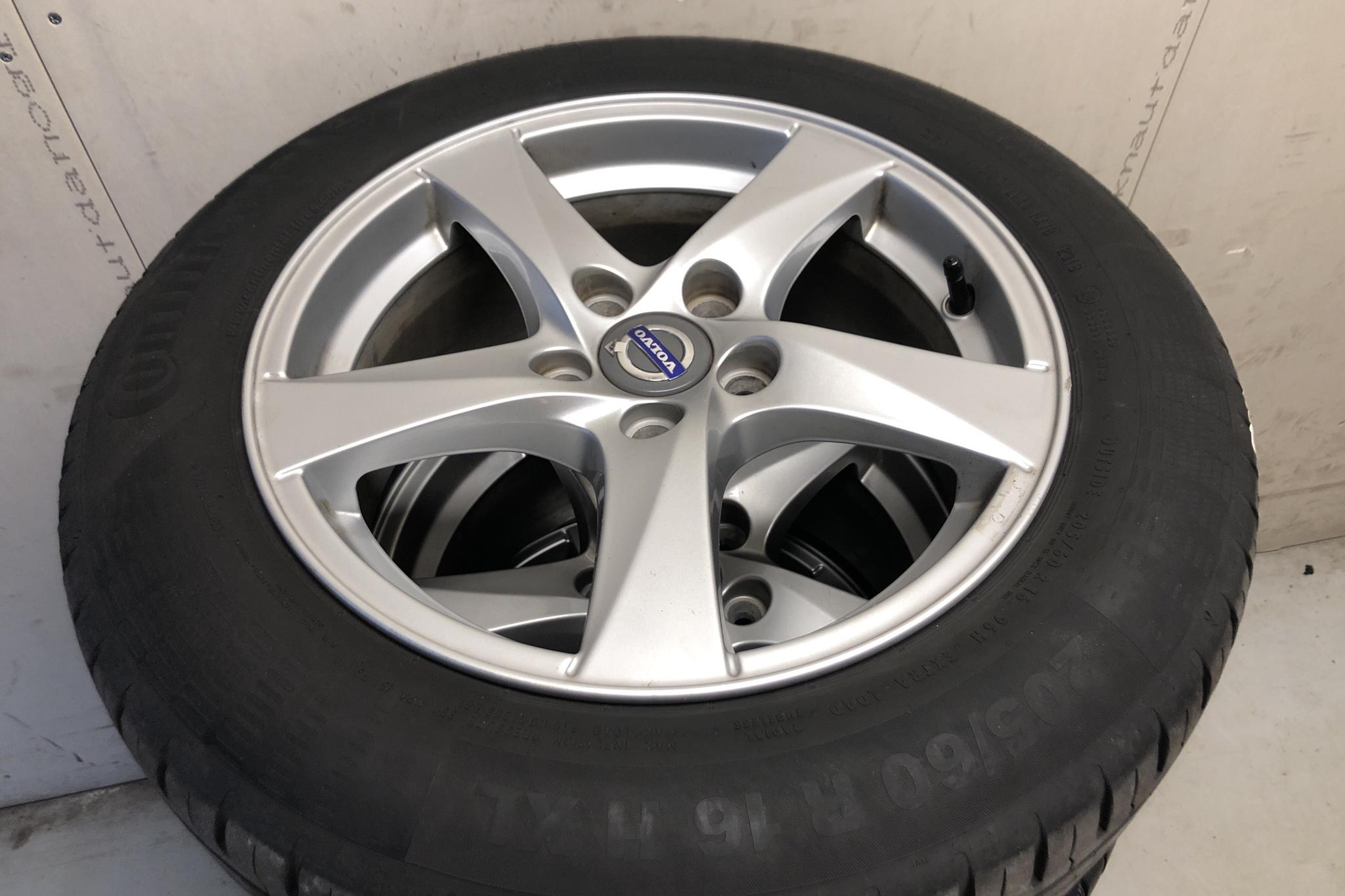 Volvo V60 D4 (190hk) - 15 425 mil - Automat - silver - 2017