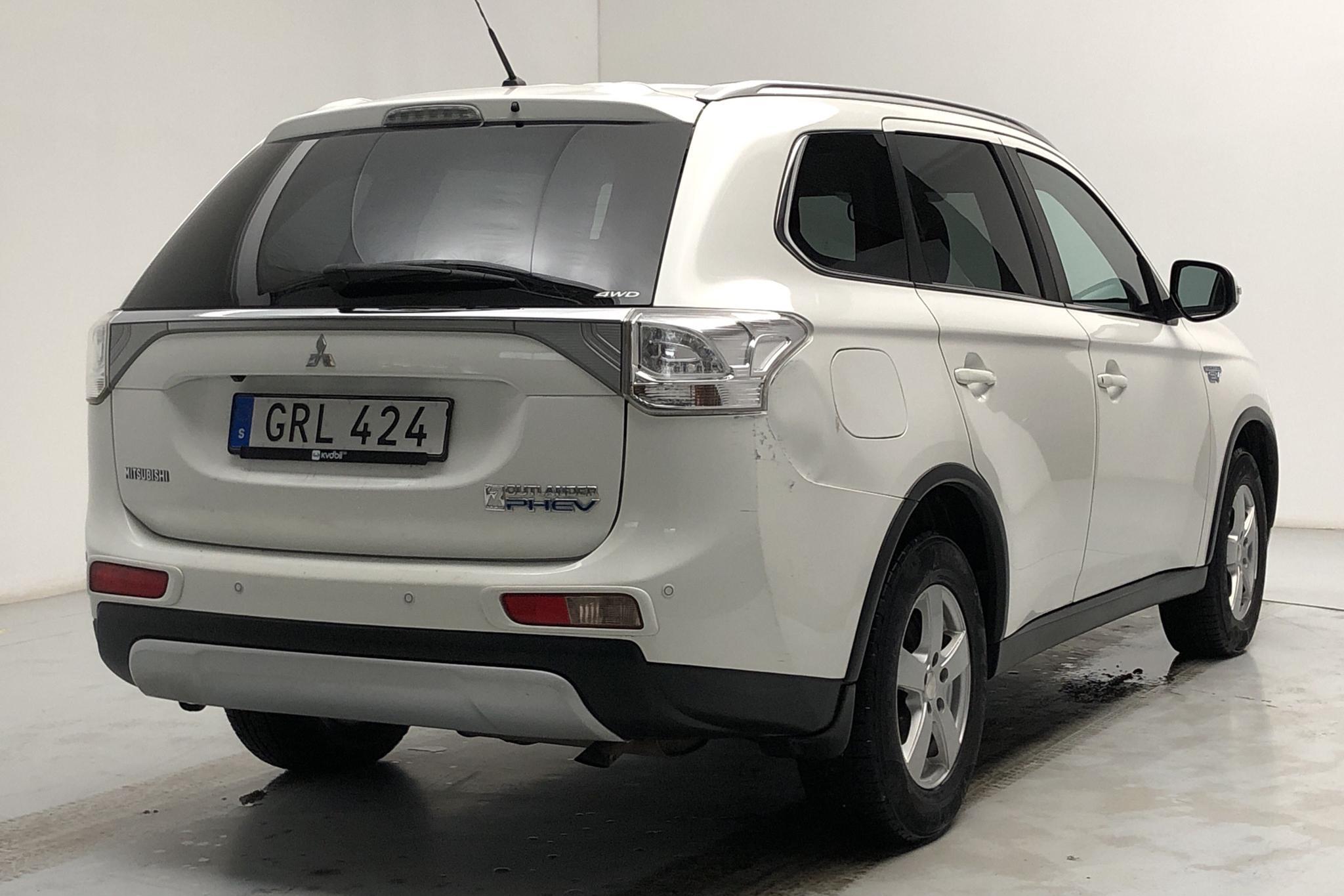 Mitsubishi Outlander 2.0 Plug-in Hybrid 4WD (121hk) - 142 420 km - Automatic - white - 2015