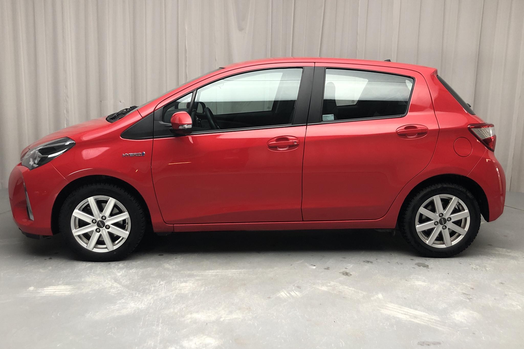 Toyota Yaris 1.5 Hybrid 5dr (101hk) - 5 347 mil - Automat - röd - 2018