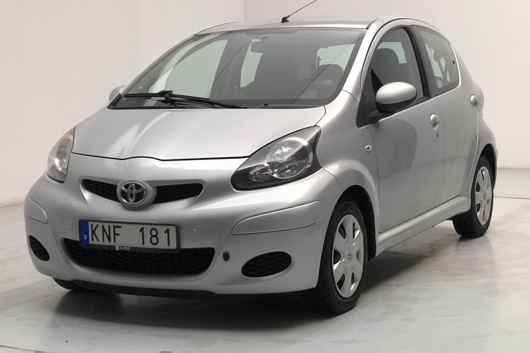 Toyota Aygo 1.0 VVT-i 5dr (68hk) - 8 411 mil - Manuell - silver - 2010