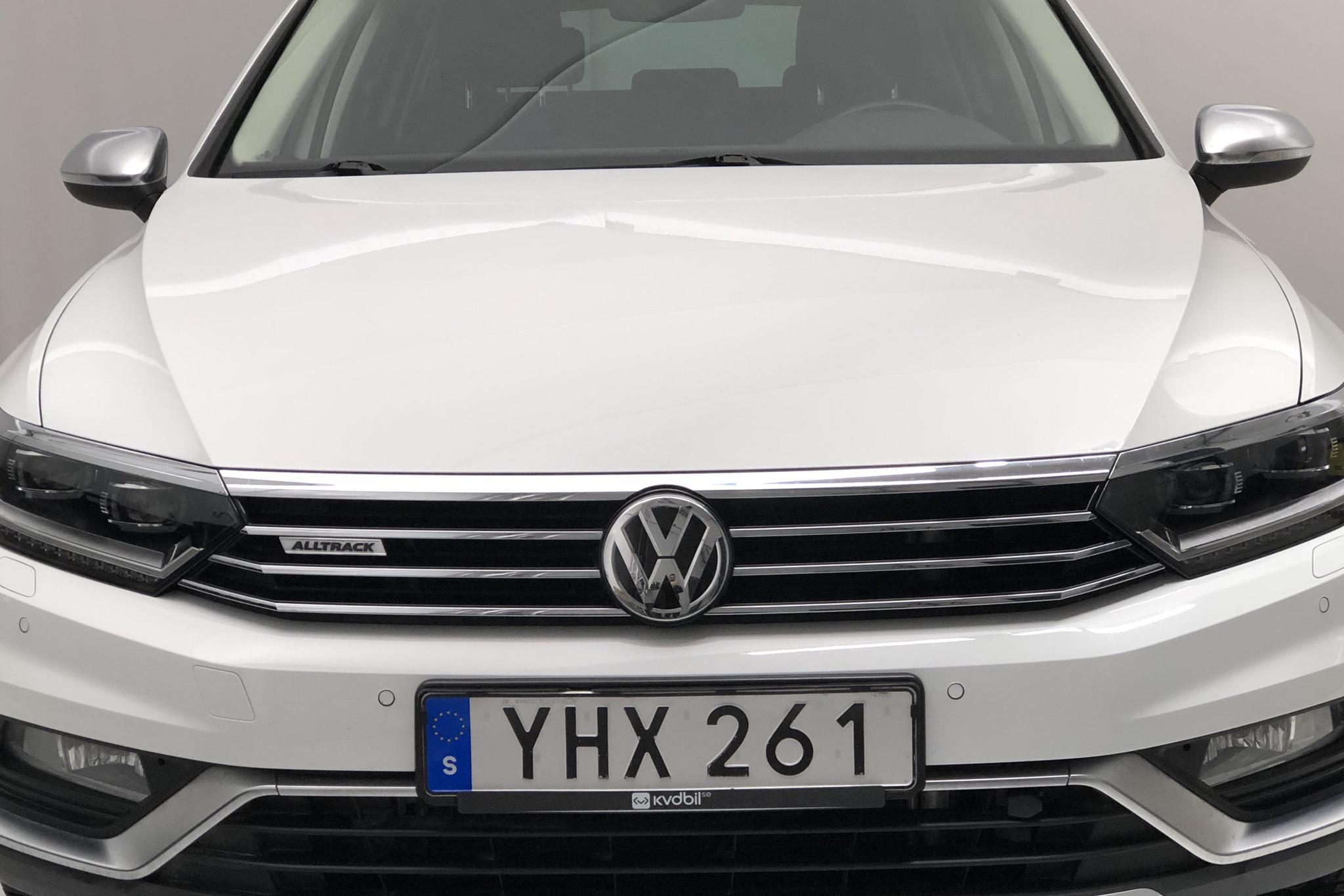 VW Passat Alltrack 2.0 TDI Sportscombi 4MOTION (190hk) - 10 525 mil - Automat - vit - 2017