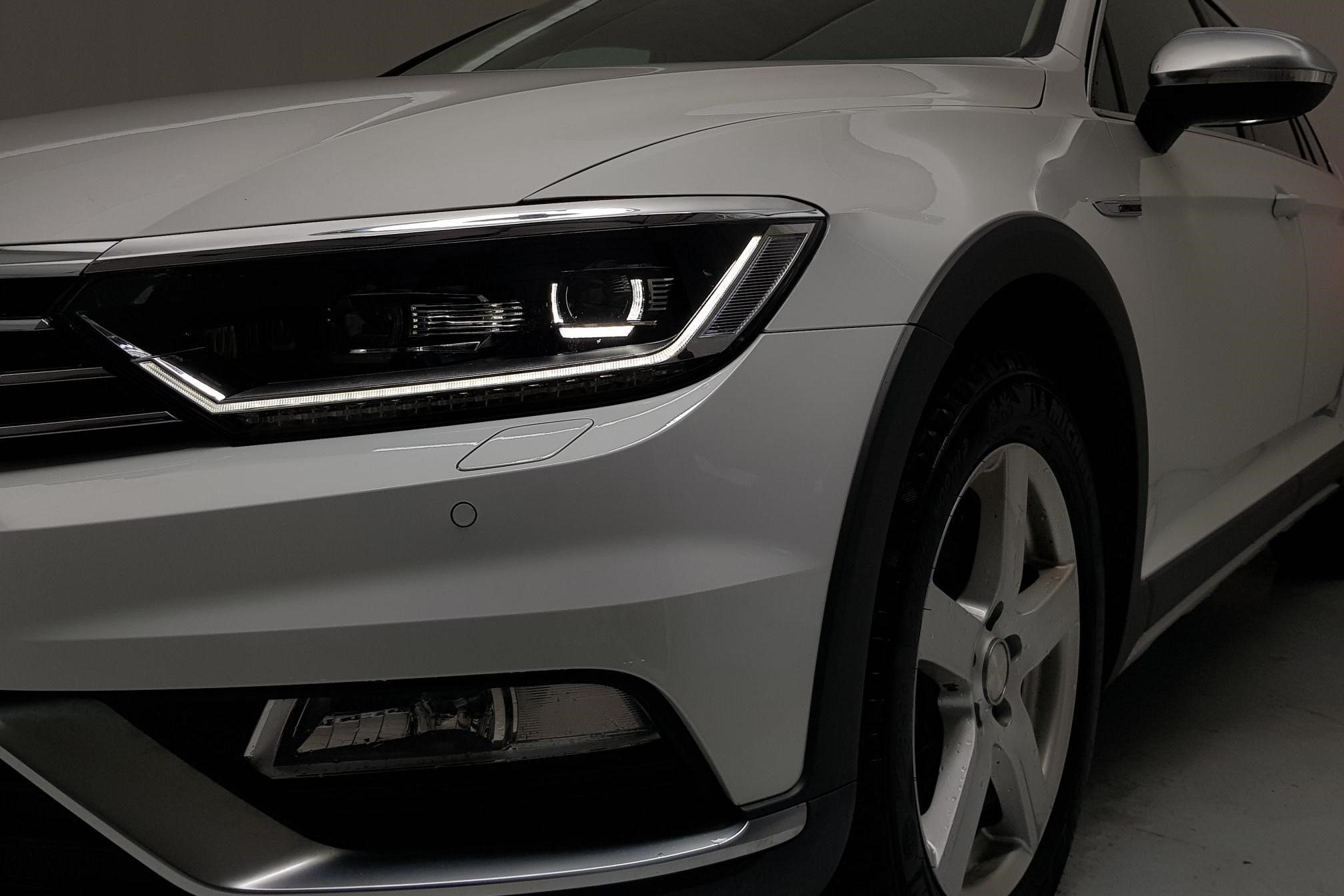 VW Passat Alltrack 2.0 TDI Sportscombi 4MOTION (190hk) - 105 270 km - Automatic - white - 2017
