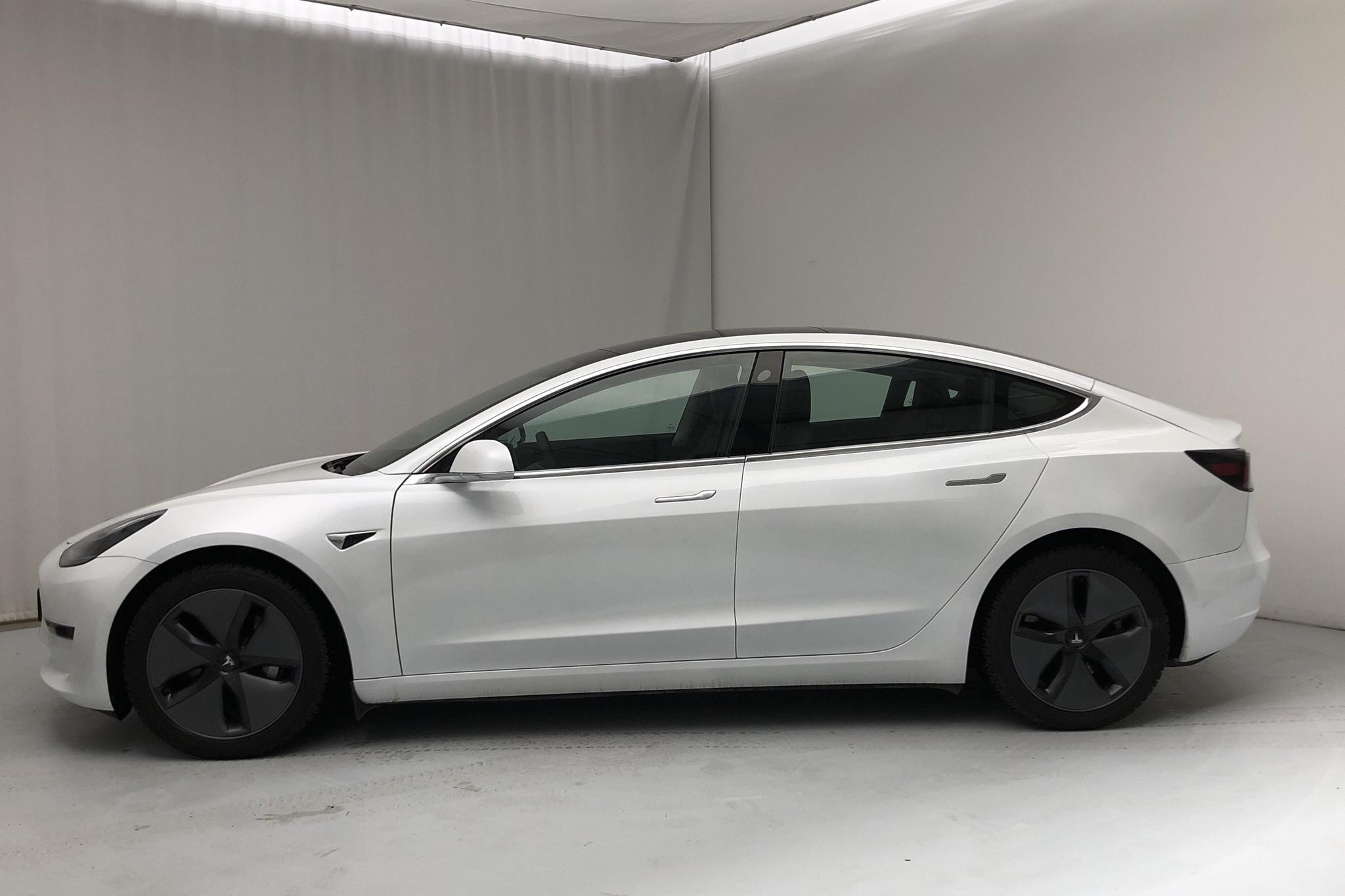 Tesla Model 3 Long Range AWD - 1 696 mil - Automat - vit - 2020