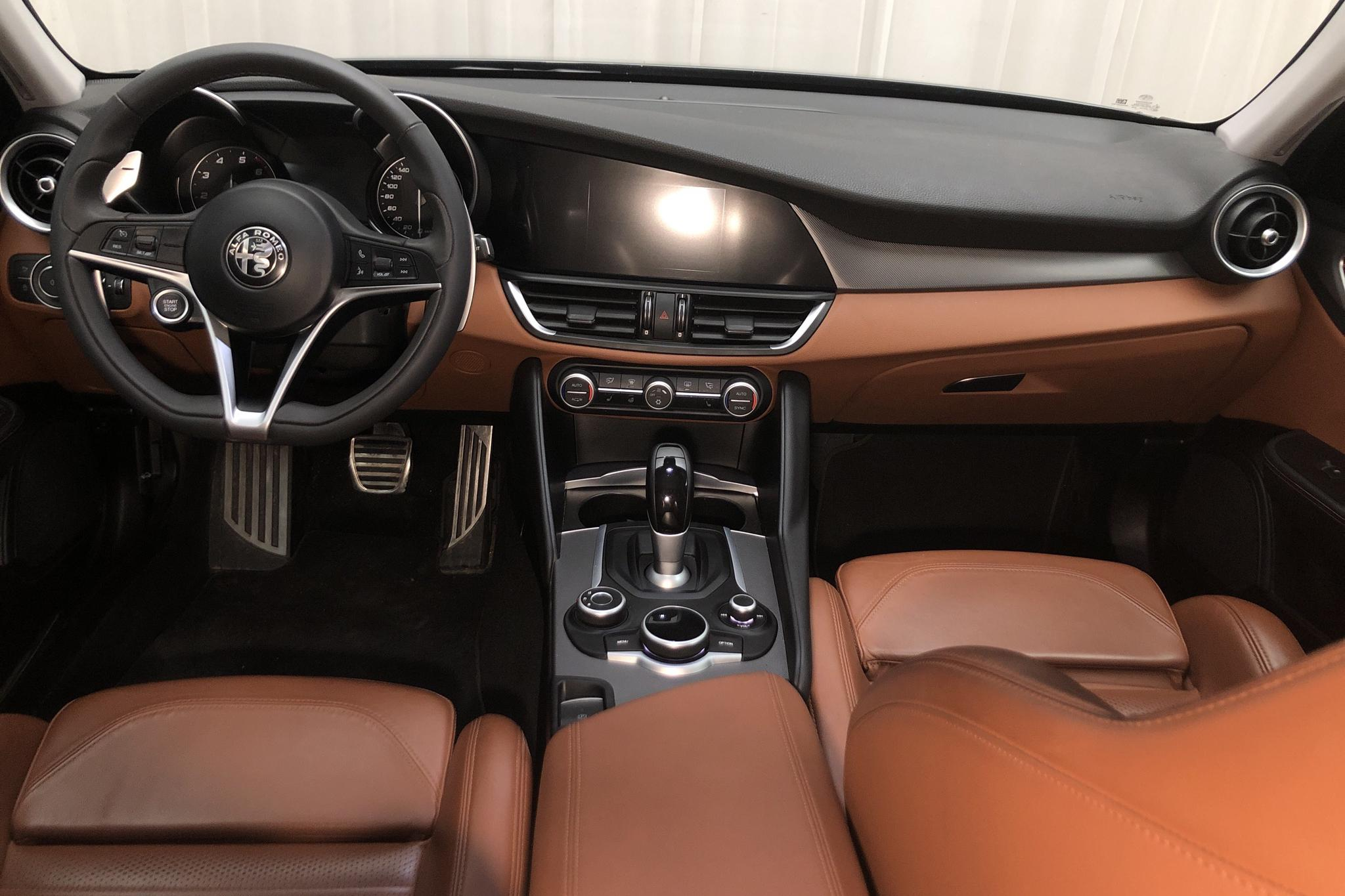 Alfa Romeo Giulia 2.0 AWD (280hk) - 64 480 km - Automatic - black - 2017