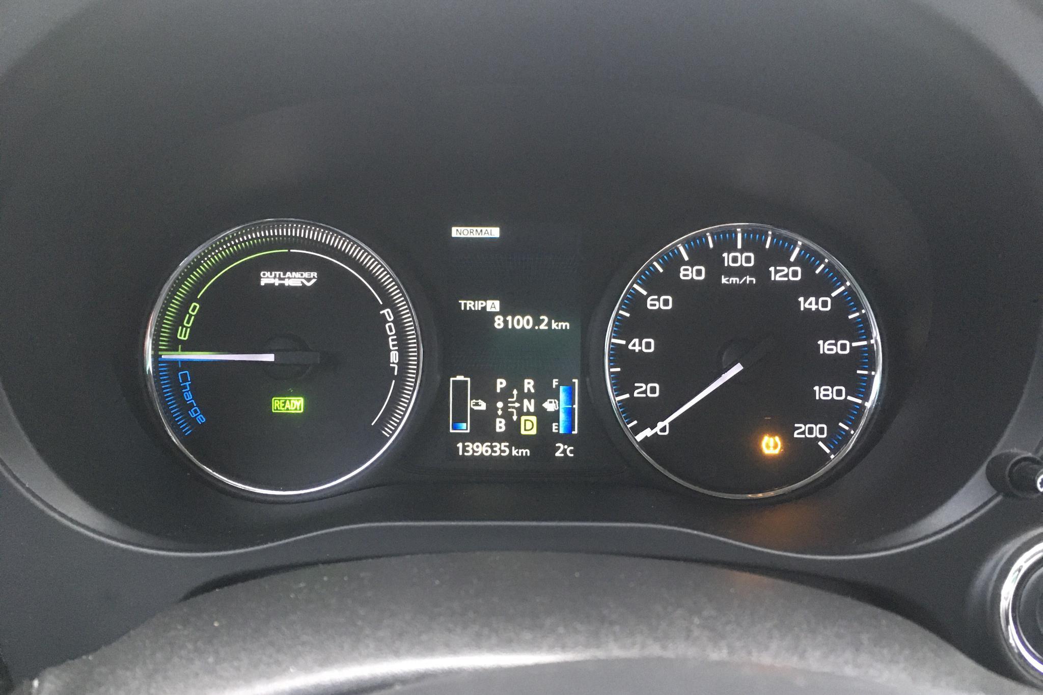 Mitsubishi Outlander 2.0 Plug-in Hybrid 4WD (121hk) - 13 963 mil - Automat - vit - 2014