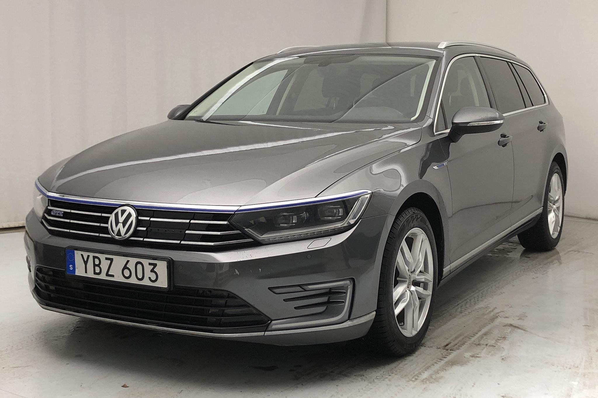 VW Passat 1.4 Plug-in-Hybrid Sportscombi (218hk) - 135 310 km - Automatic - Dark Grey - 2016