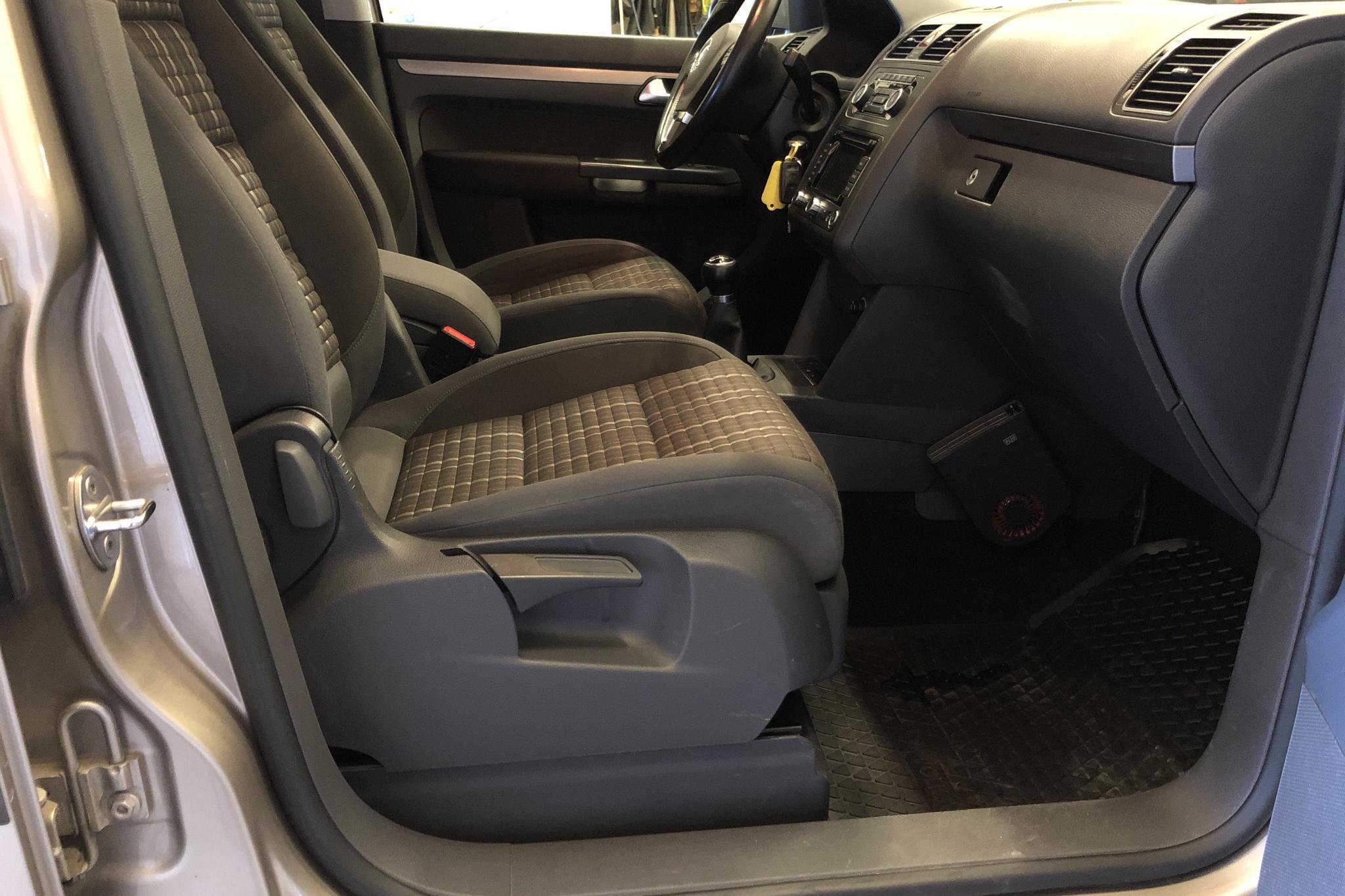 VW Touran 1.4 TSI (140hk) - 10 474 mil - Manuell - Light Brown - 2012