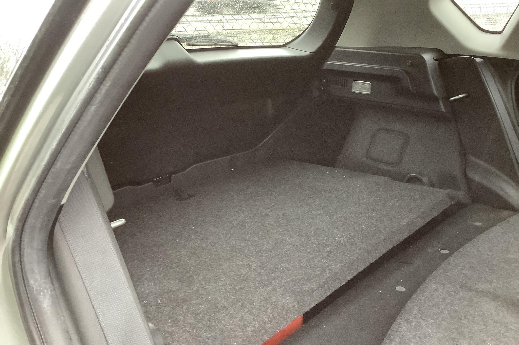 Toyota Auris 1.6 Valvematic 5dr (132hk) - 7 692 mil - Manuell - Light Grey - 2015