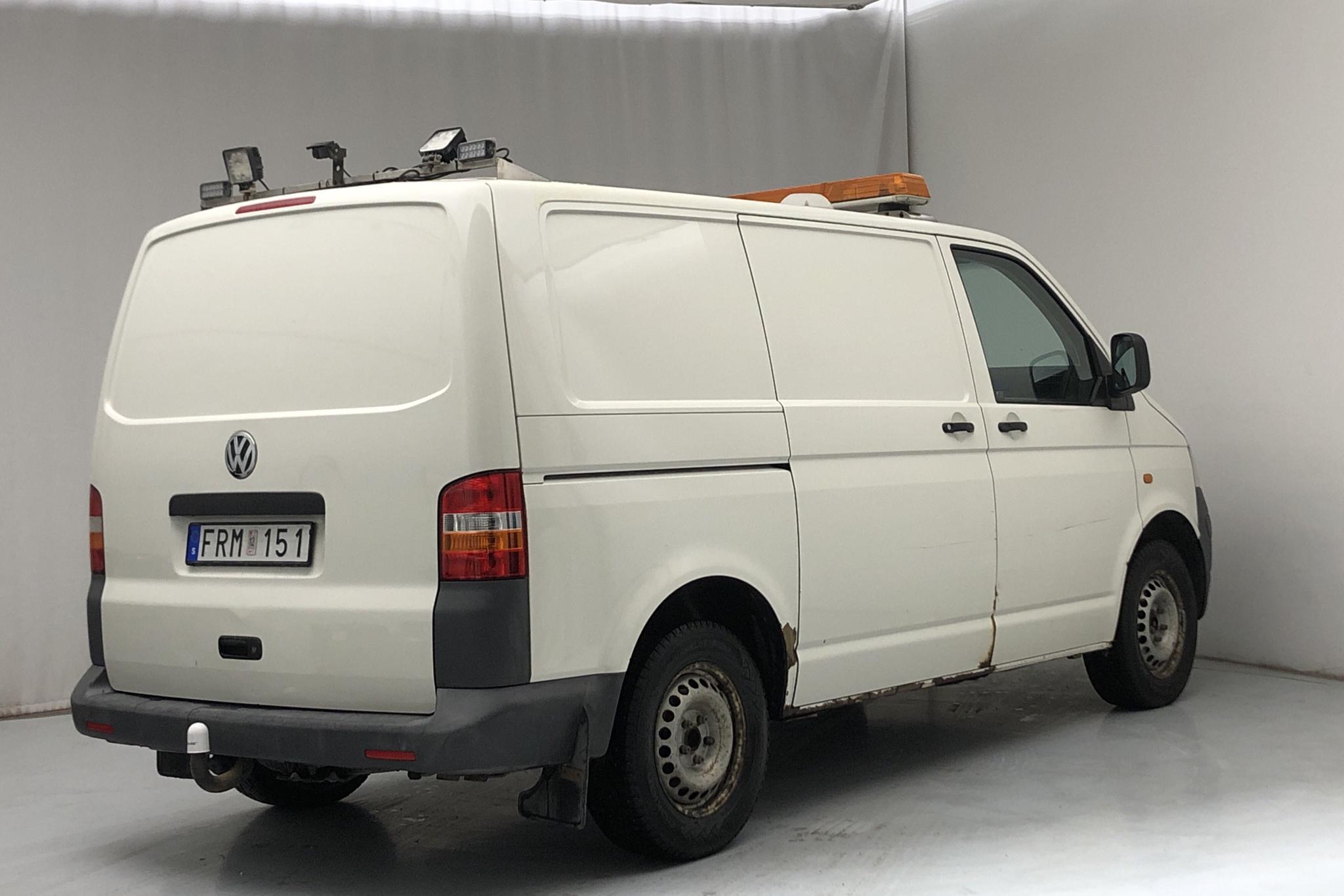 VW Transporter T5 2.5 TDI (130hk) - 18 806 mil - Automat - vit - 2007