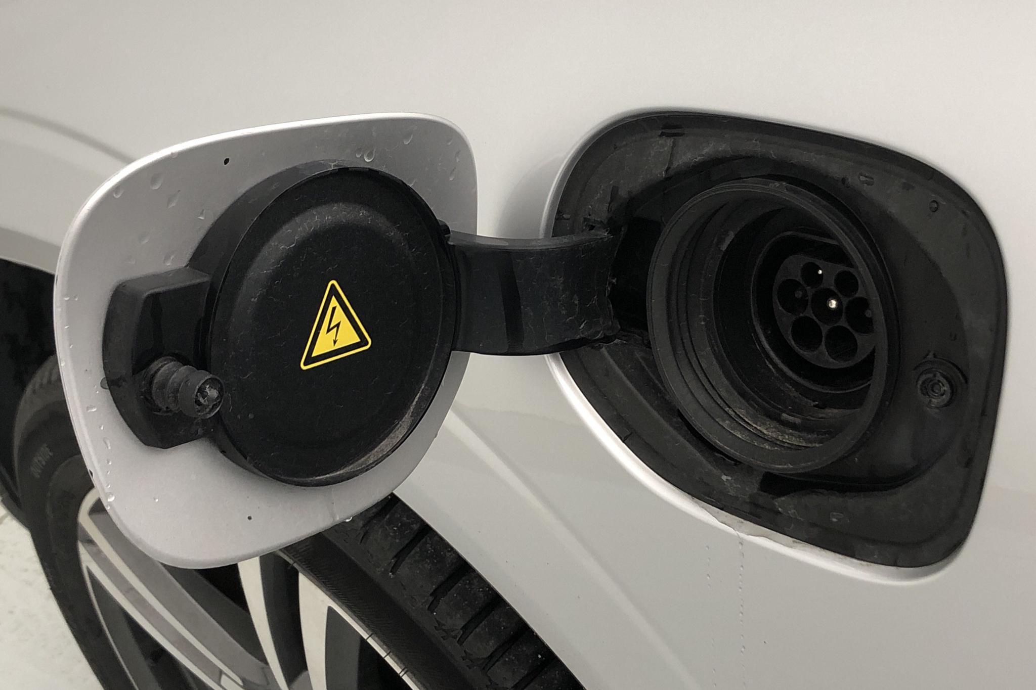 Volvo XC60 T8 AWD Twin Engine (407hk) - 57 190 km - Automatic - silver - 2018