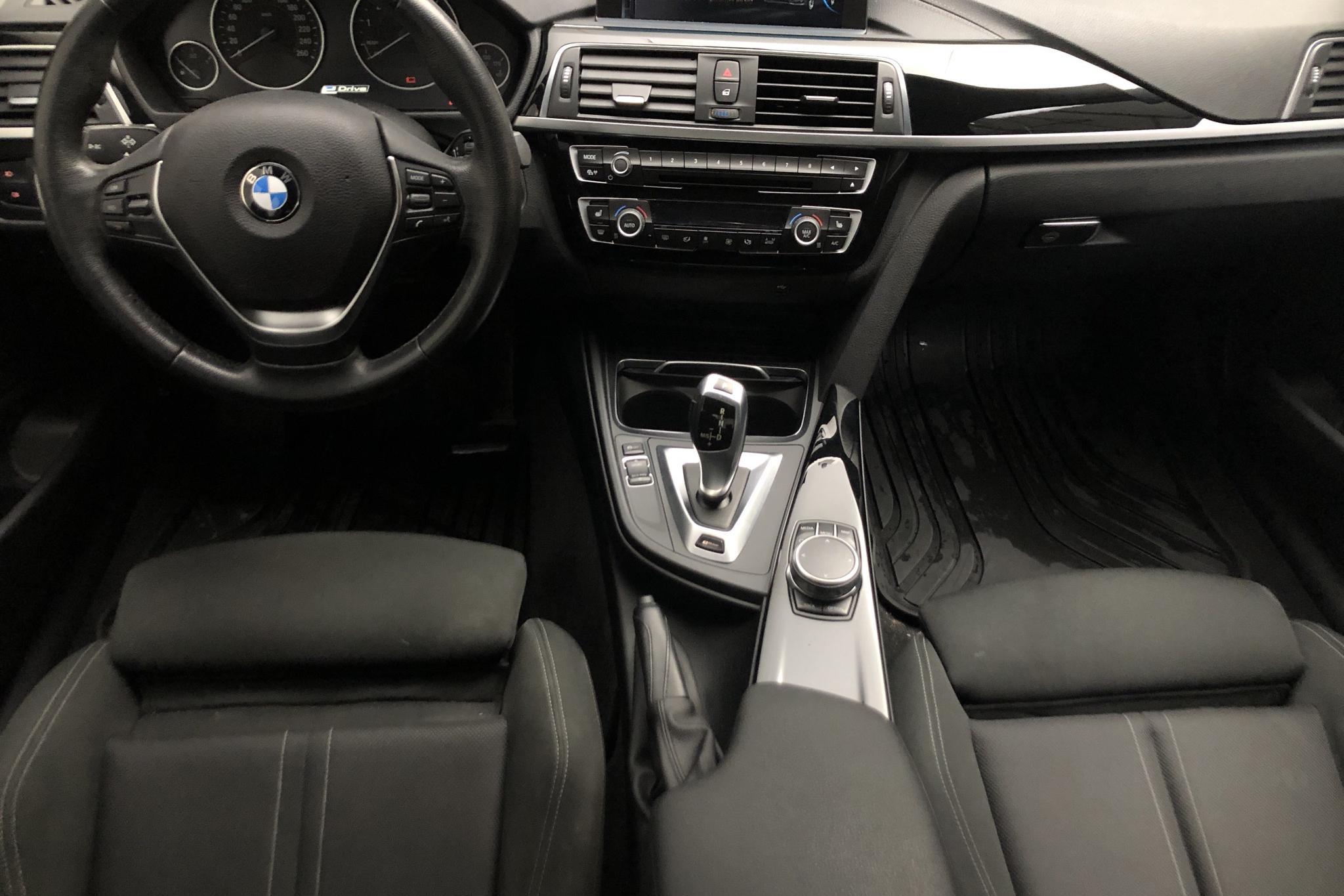 BMW 330e Sedan, F30 (252hk) - 6 868 mil - Automat - svart - 2018