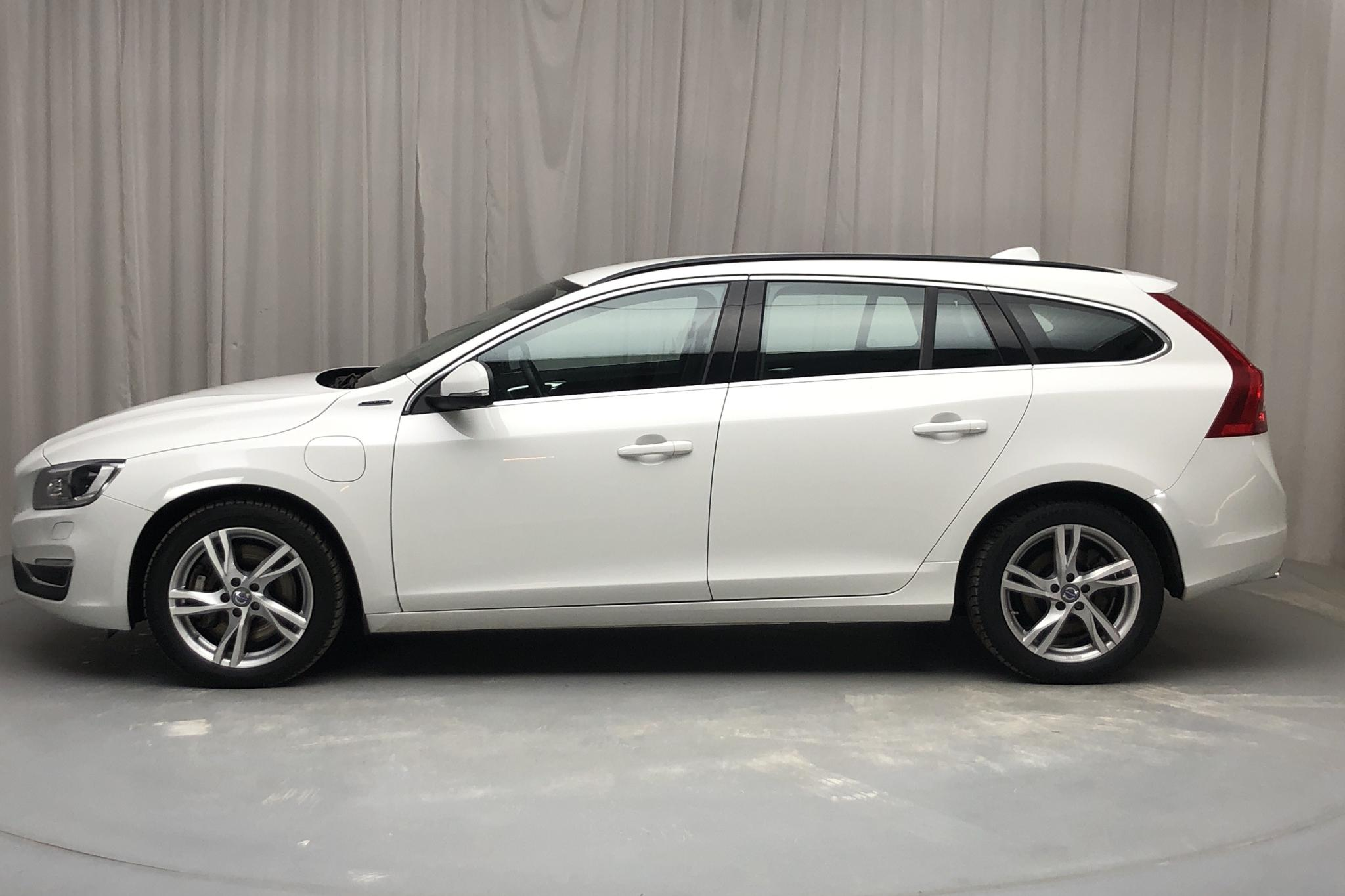 Volvo V60 D5 AWD Twin Engine (163hk) - 124 400 km - Automatic - white - 2018
