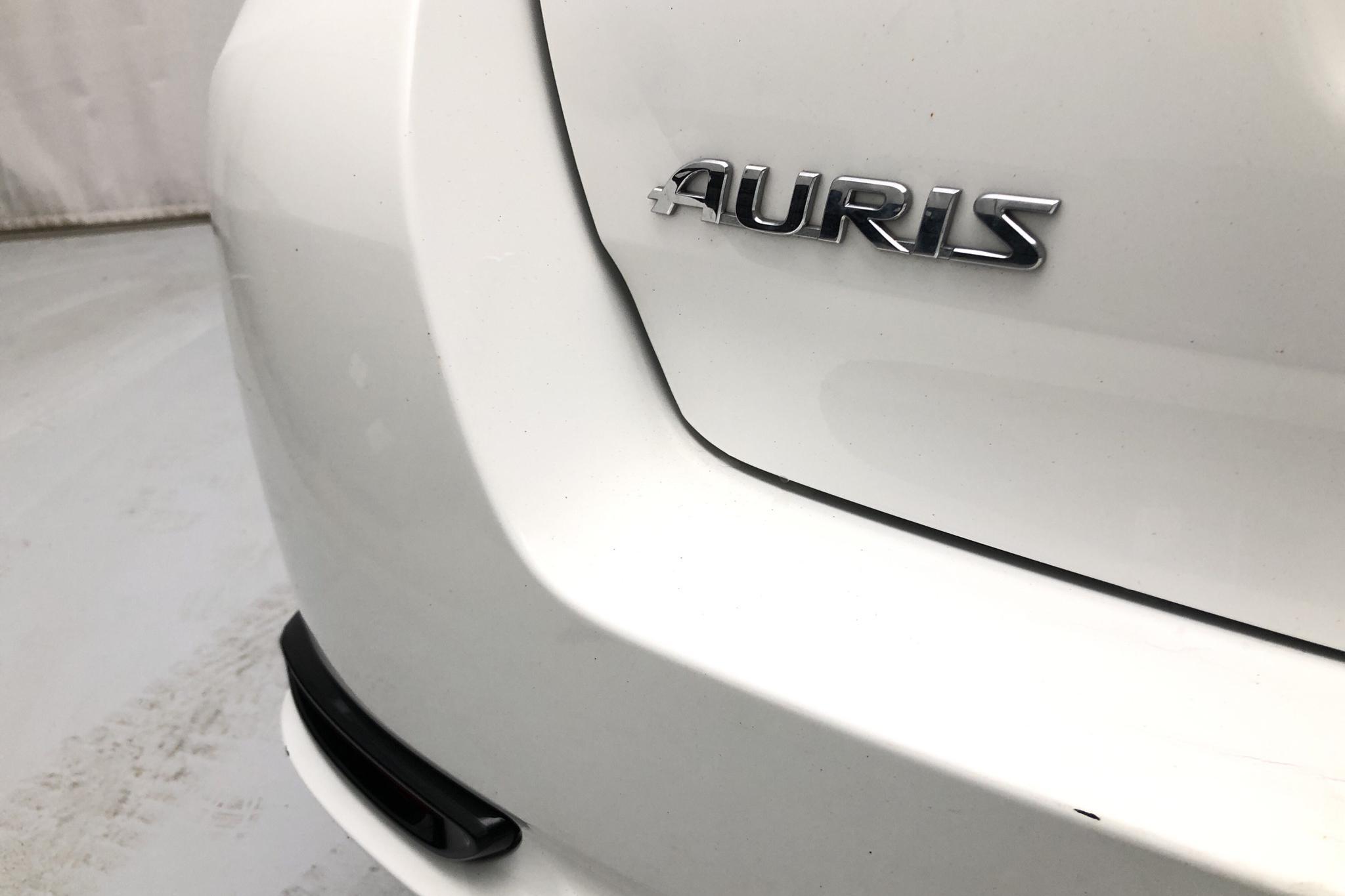 Toyota Auris 1.8 HSD Touring Sports (99hk) - 115 630 km - Automatic - white - 2017