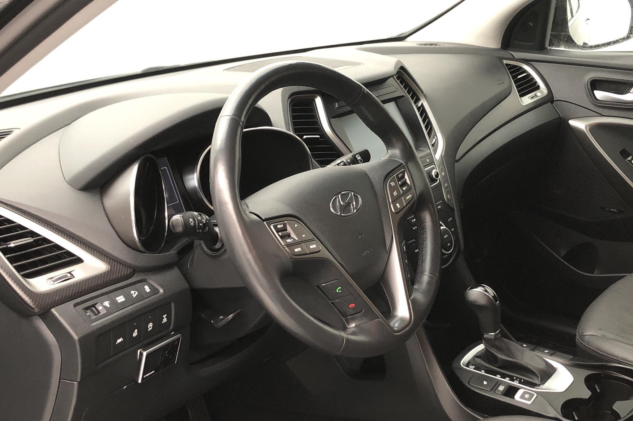 Hyundai Santa Fé 2.2 D 4WD (200hk) - 5 270 mil - Automat - svart - 2016