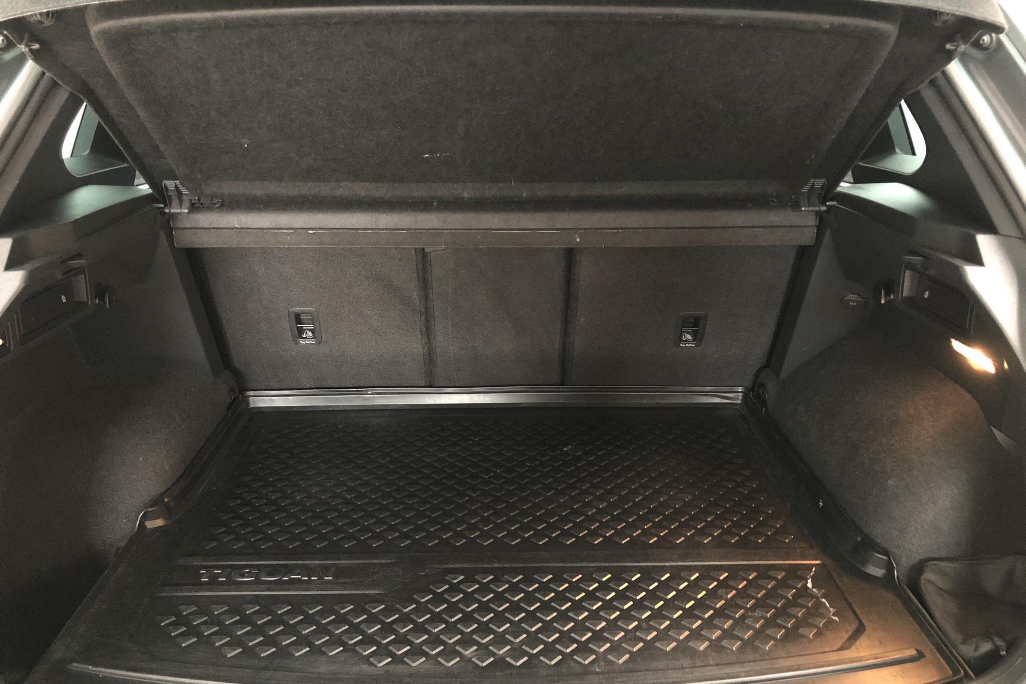 VW Tiguan 2.0 TDI 4MOTION (190hk) - 53 530 km - Automatic - silver - 2017