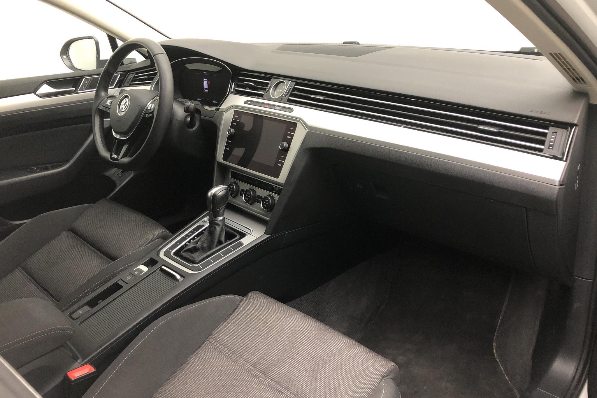 VW Passat 1.4 TSI Sportscombi (150hk) - 9 809 mil - Automat - vit - 2018