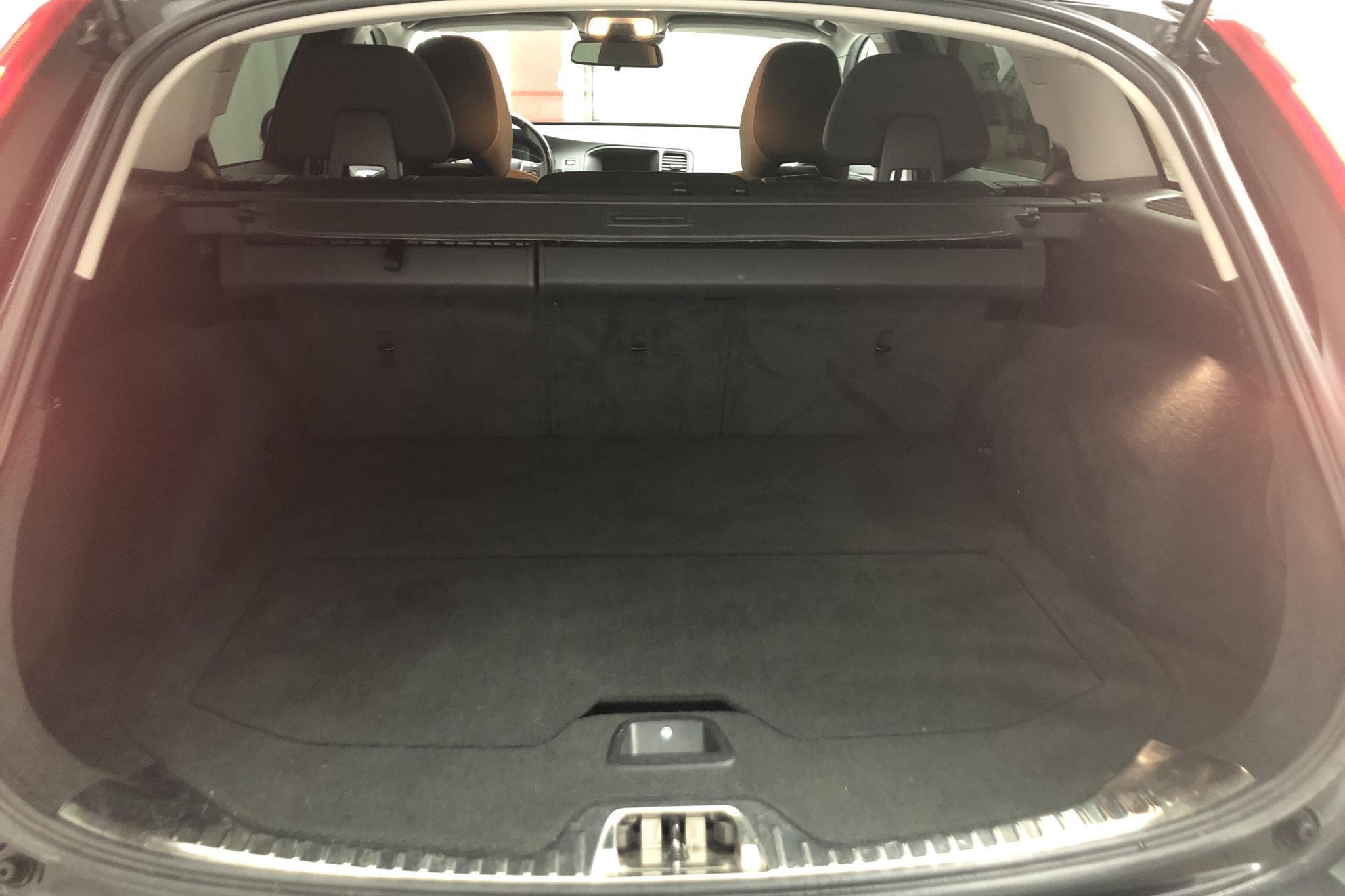 Volvo V60 D4 AWD (181hk) - 11 378 mil - Automat - svart - 2015