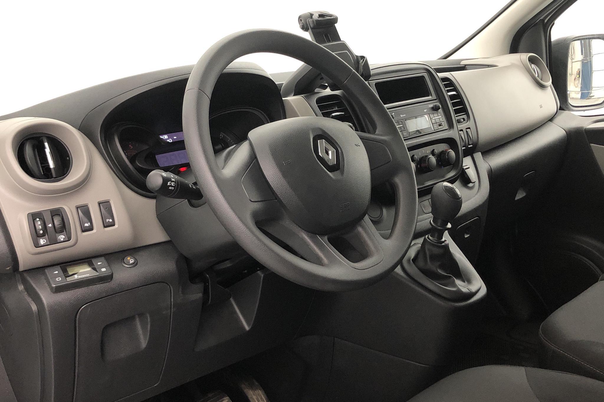 Renault Trafic 1.6 dCi Passenger (125hk) - 11 943 mil - Manuell - silver - 2017