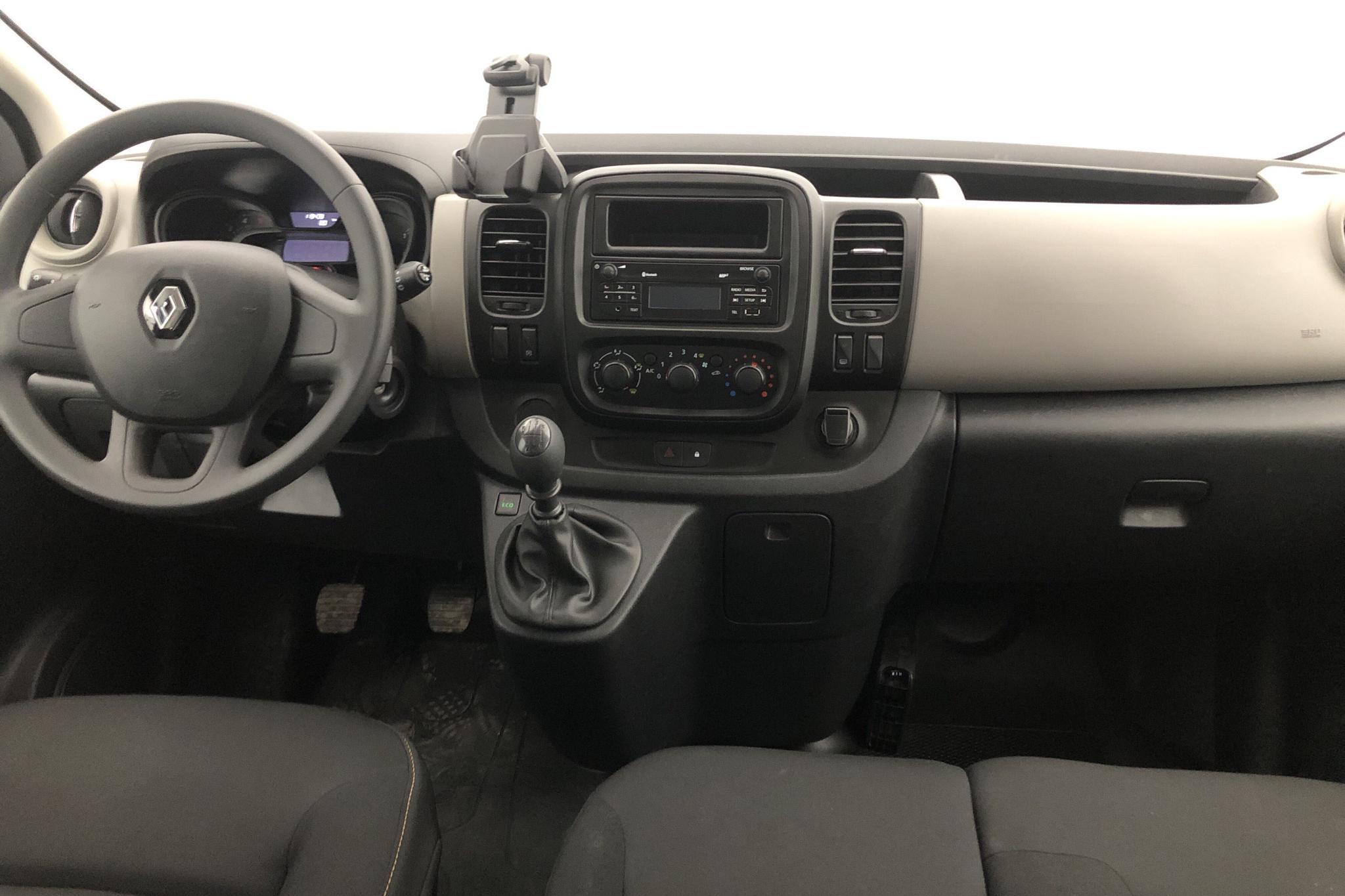 Renault Trafic 1.6 dCi Passenger (125hk) - 119 430 km - Manual - silver - 2017