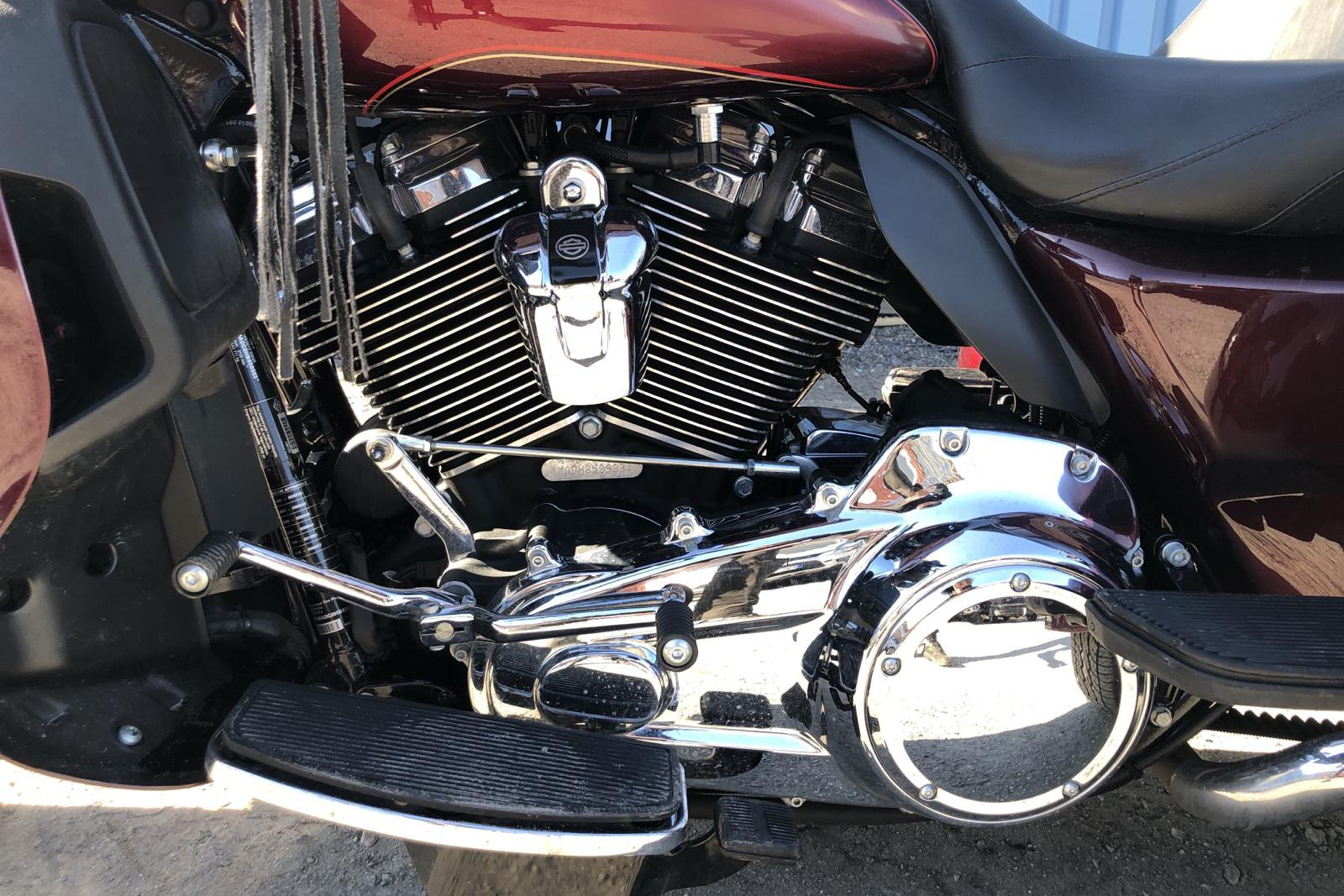 HARLEY-DAVIDSON FLHTCUTG Tri Glide Ultra Classic Trike Motorcykel - 9 730 km - Manual - red - 2017