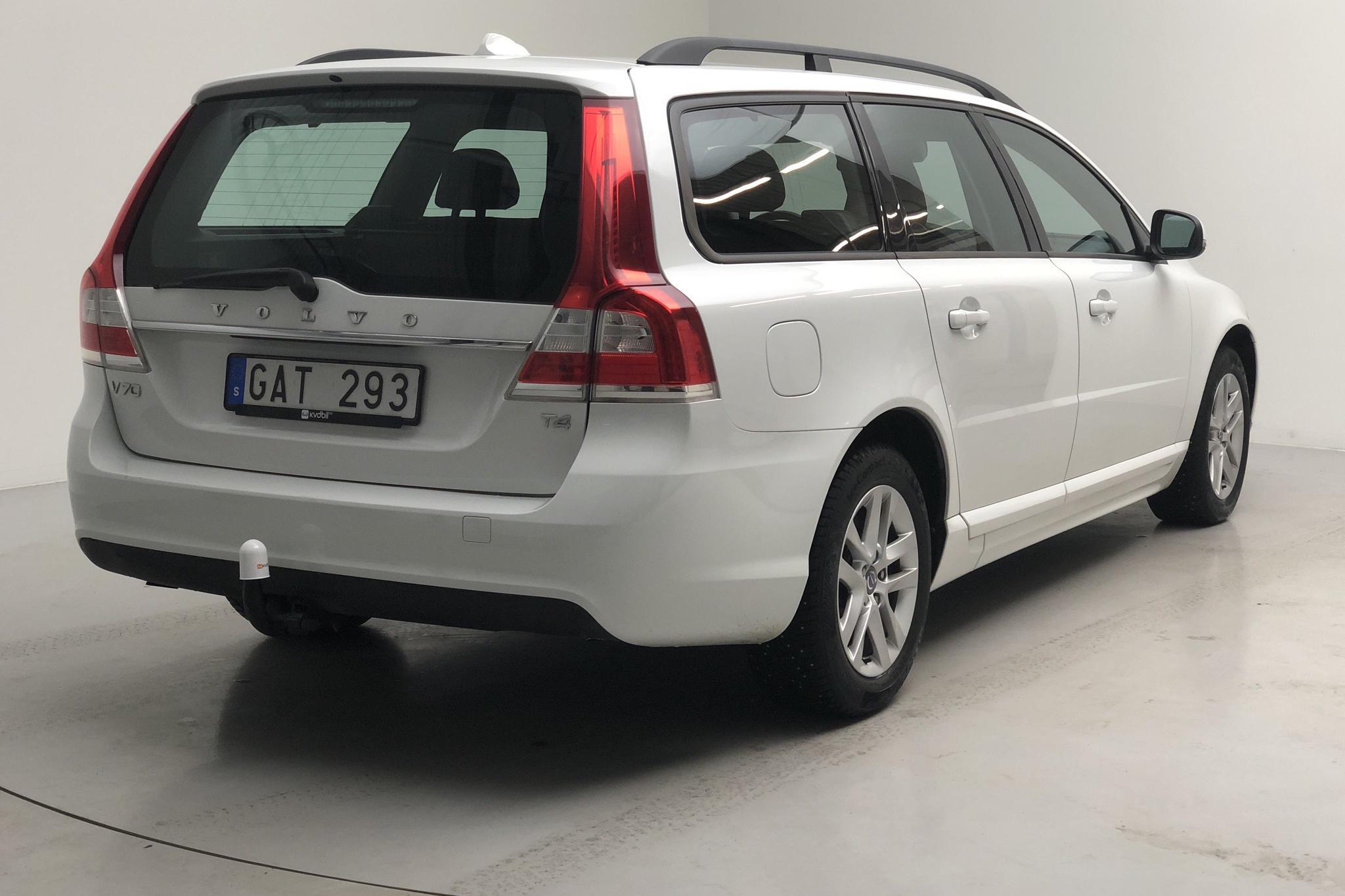 Volvo V70 II T4 (180hk) - 125 800 km - Manual - white - 2014