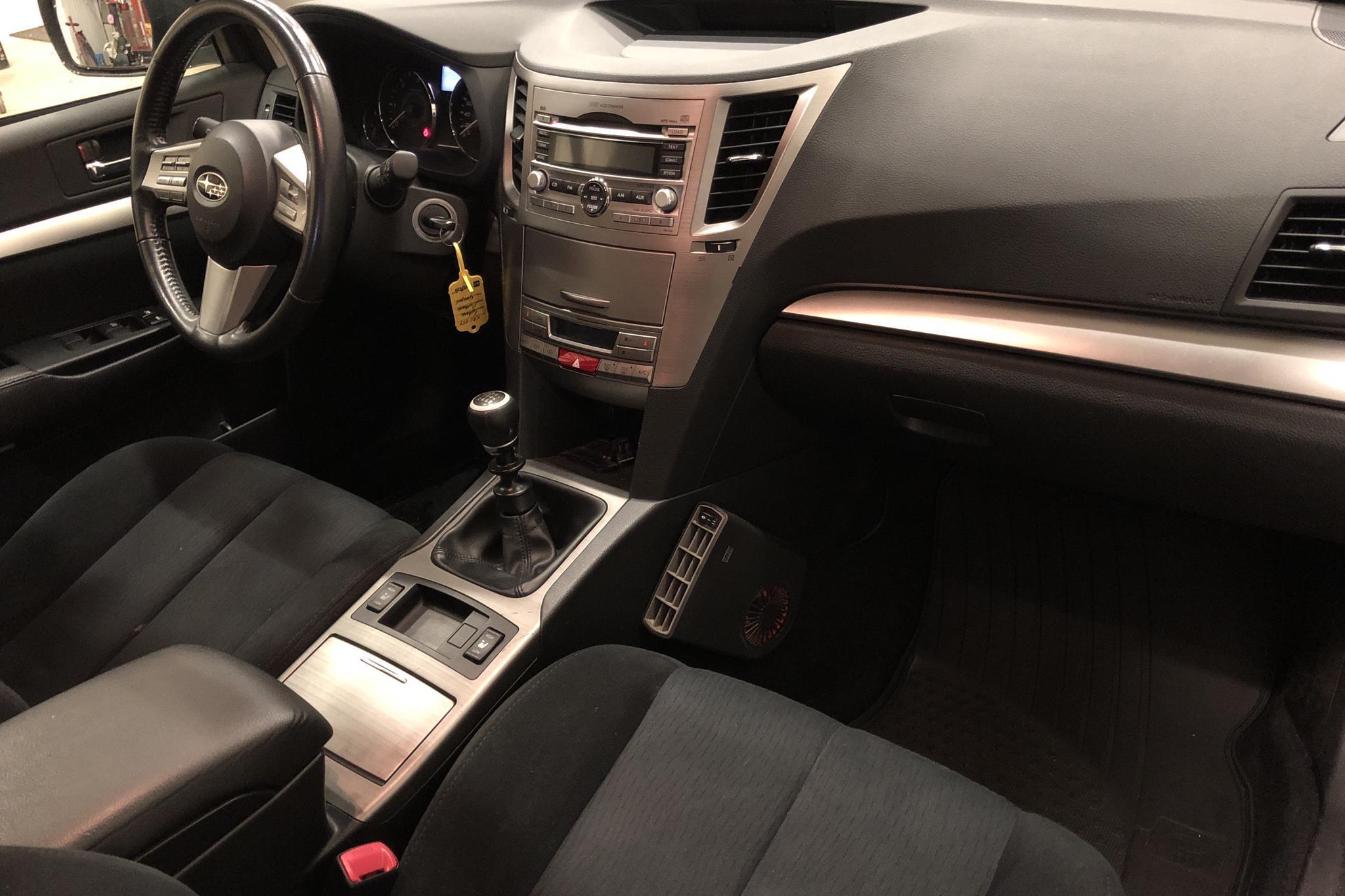 Subaru Outback 2.0D (150hk) - 20 113 mil - Manuell - Light Yellow - 2010