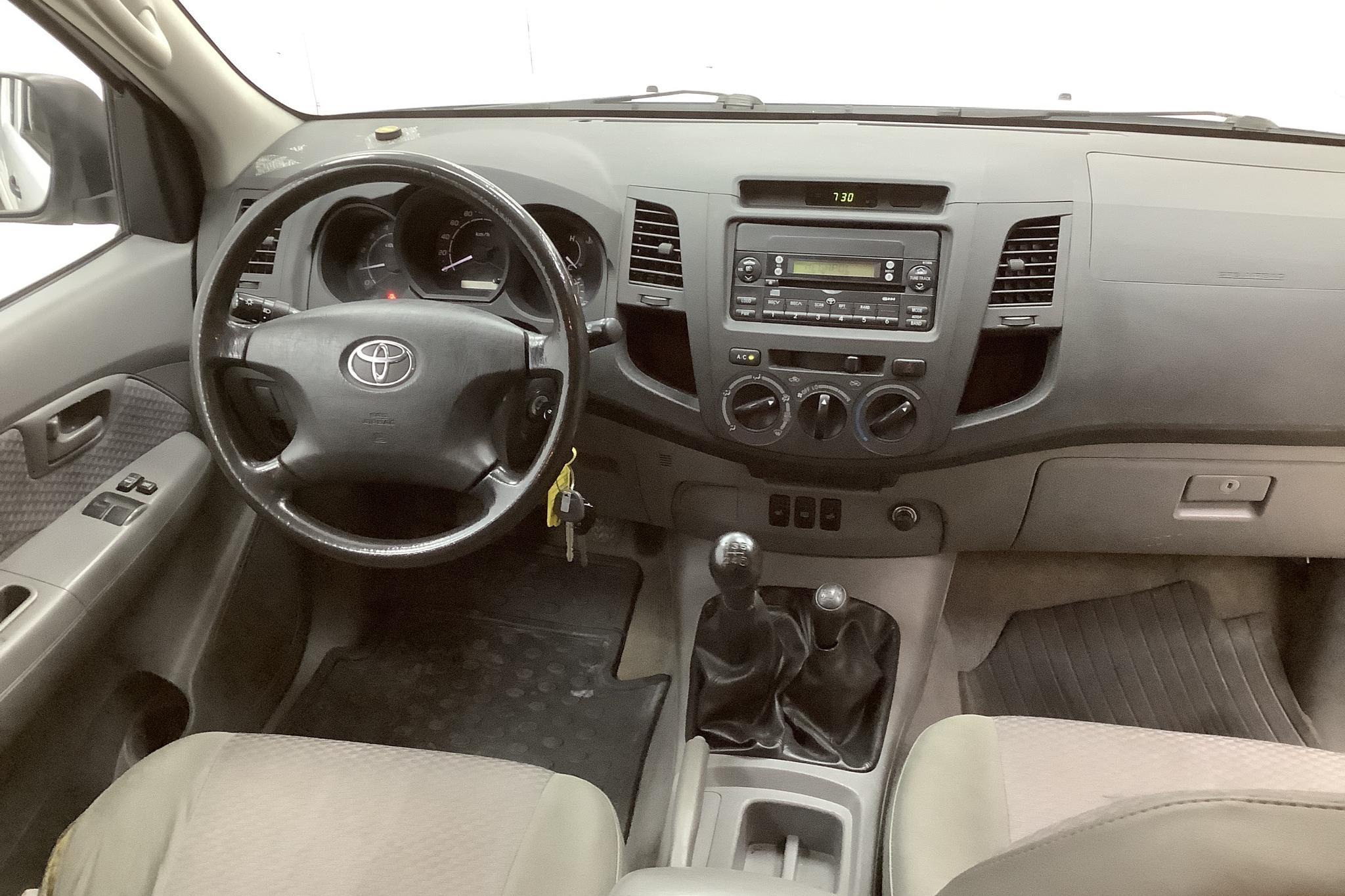 Toyota Hilux 2.5 D-4D 4WD (120hk) - 19 583 mil - Manuell - vit - 2008