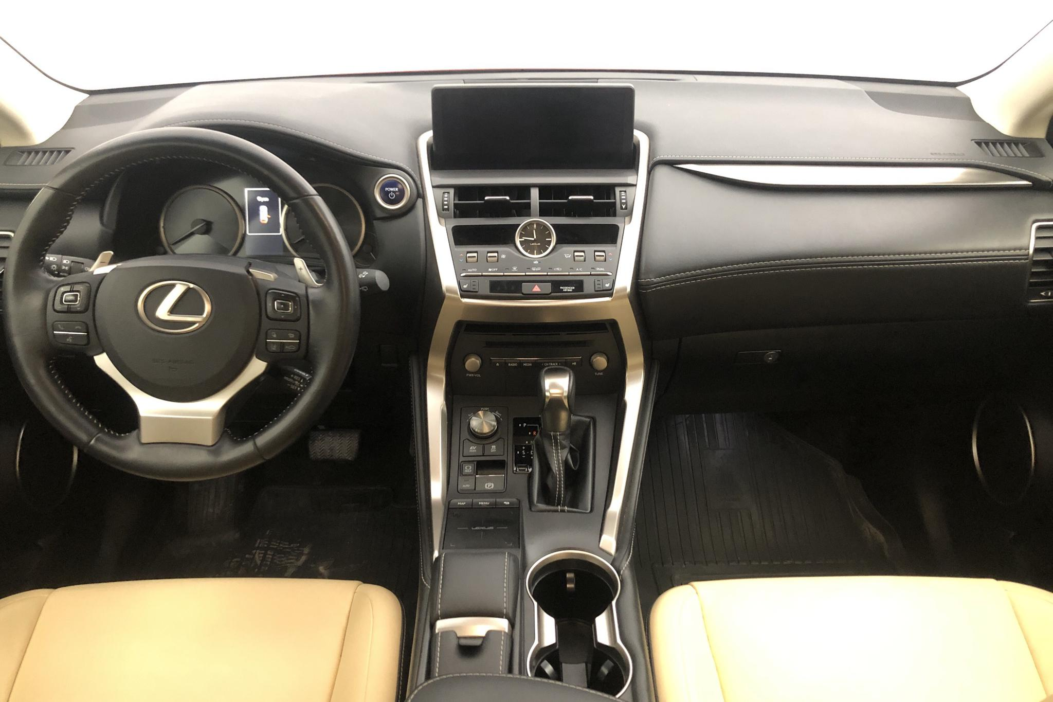 Lexus NX 300h AWD (181hk) - 3 904 mil - Automat - röd - 2018