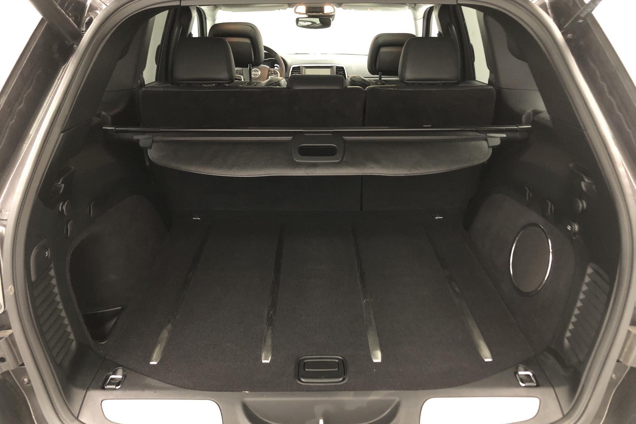 Jeep Grand Cherokee 3.0 CRD V6 AWD (250hk) - 2 921 mil - Automat - grå - 2017