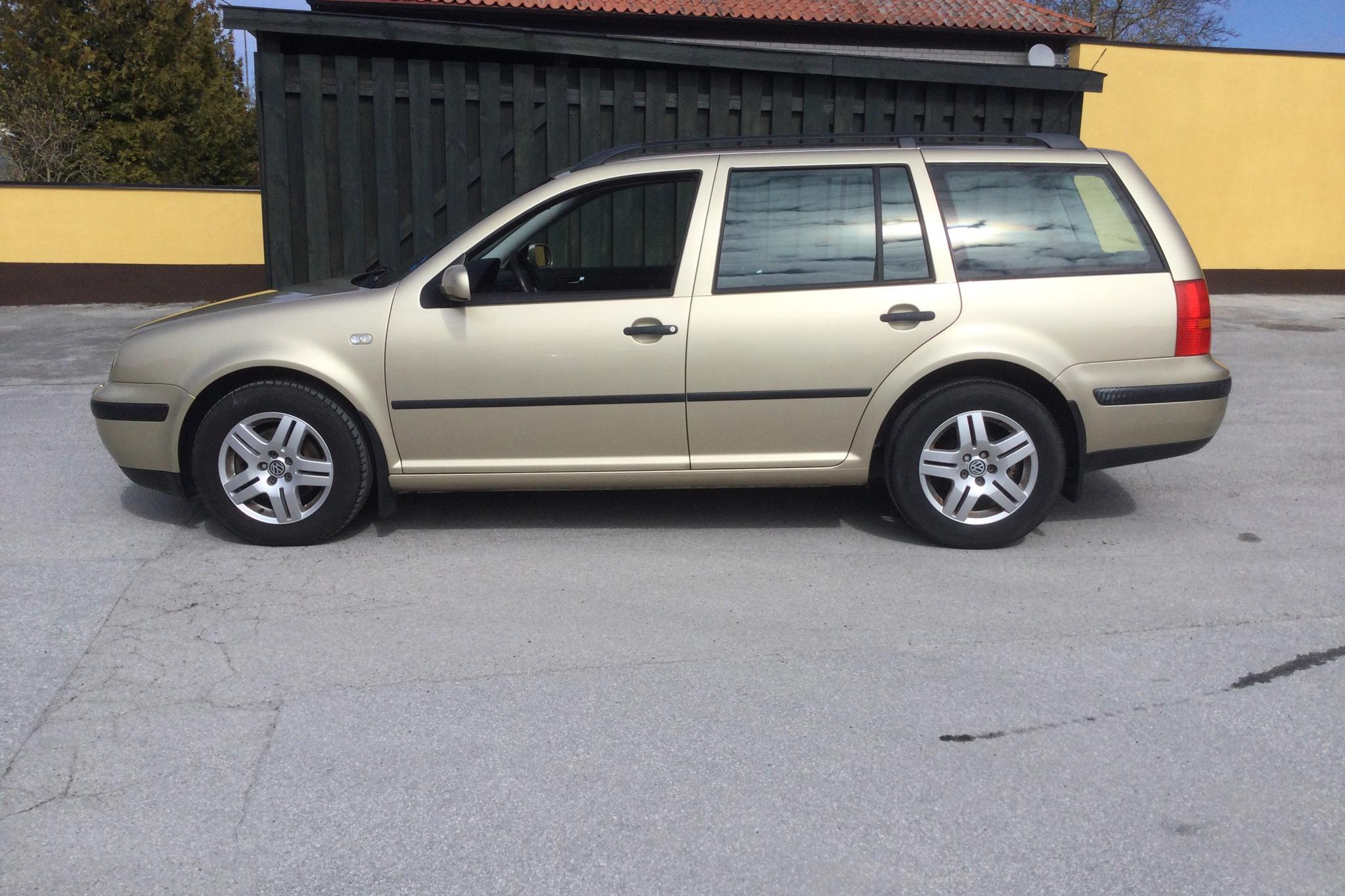 VW Golf IV 1.6 Variant (105hk) - 141 440 km - Manual - Light Brown - 2003