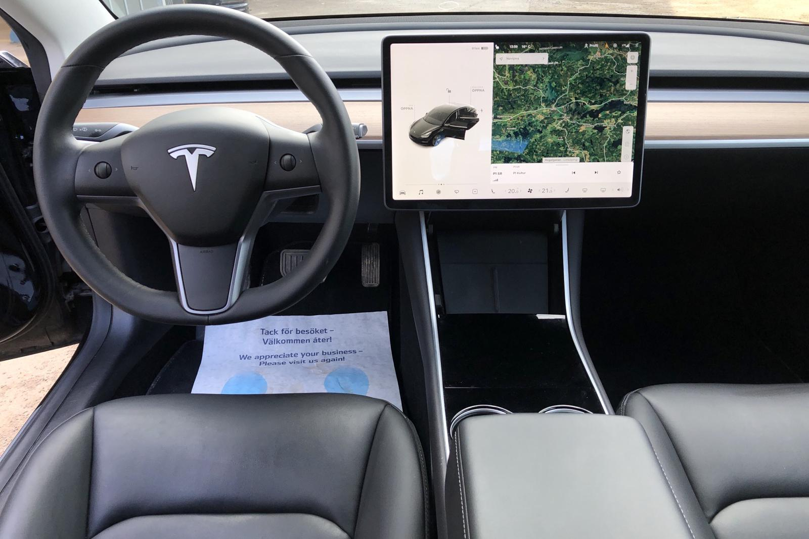 Tesla Model 3 Standard Range RWD - 2 594 mil - Automat - svart - 2019