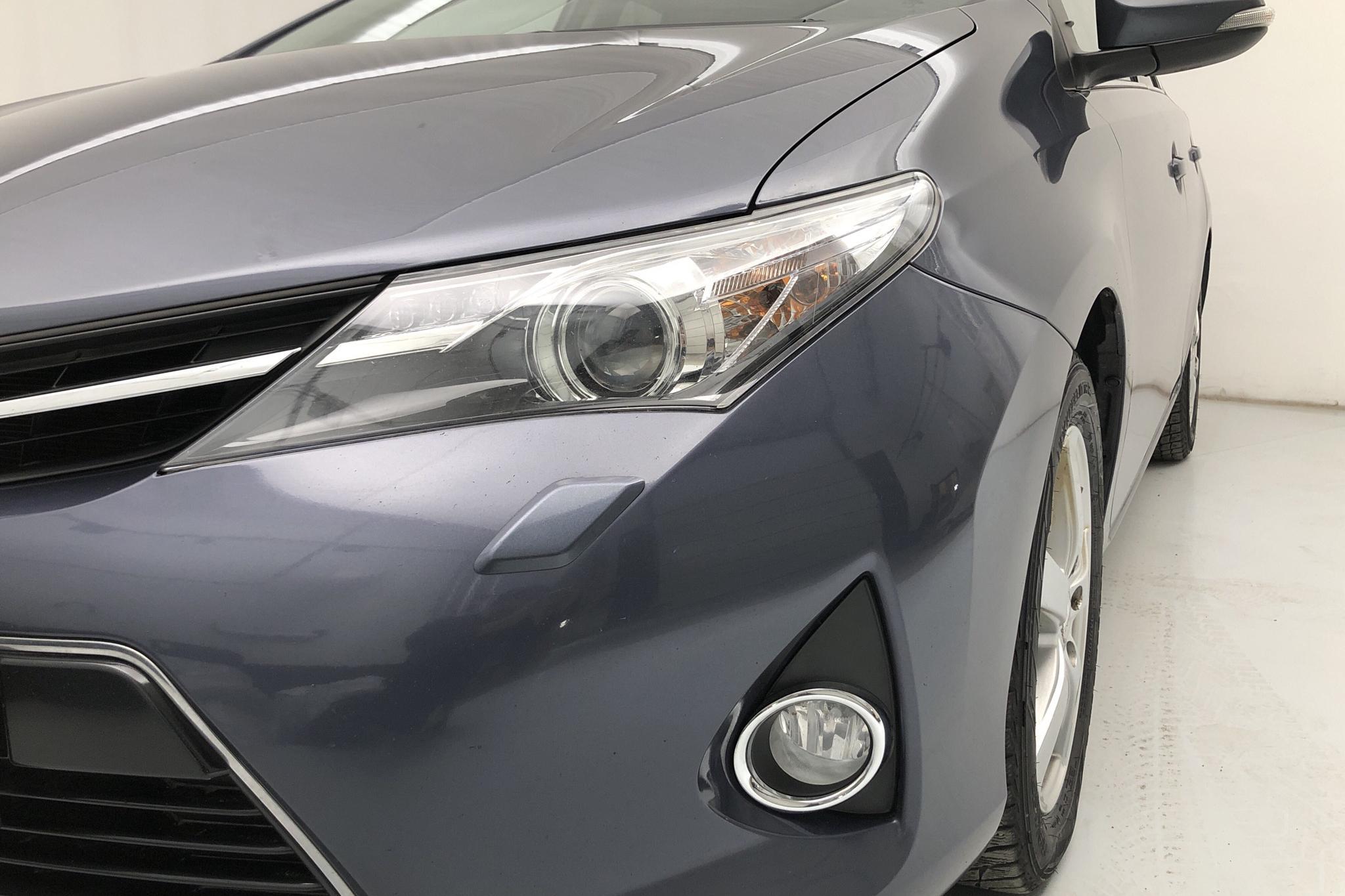 Toyota Auris 1.6 Valvematic 5dr (132hk) - 182 950 km - Manual - Dark Blue - 2015