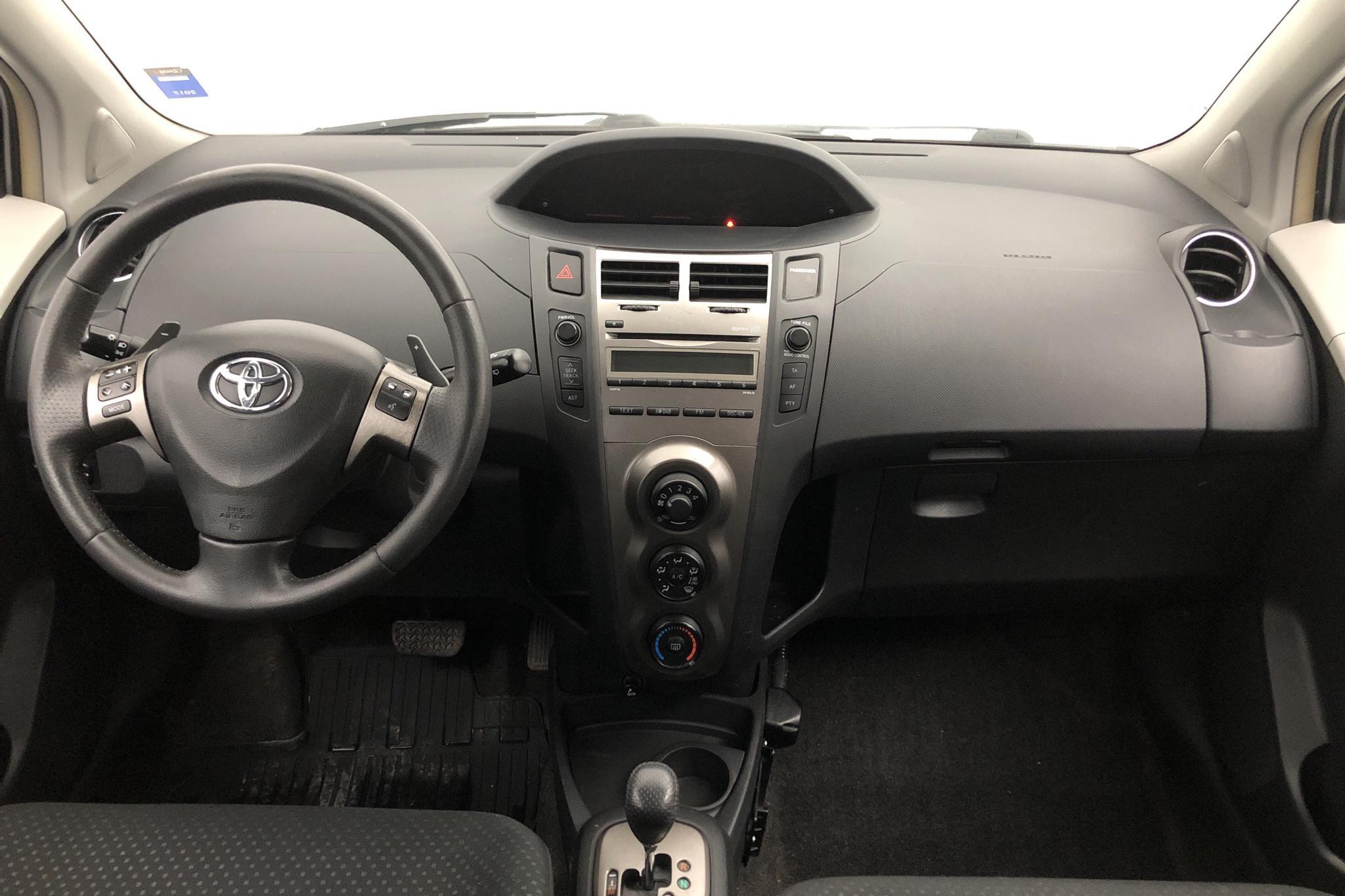 Toyota Yaris 1.33 5dr (100hk) - 90 250 km - Automatic - silver - 2010