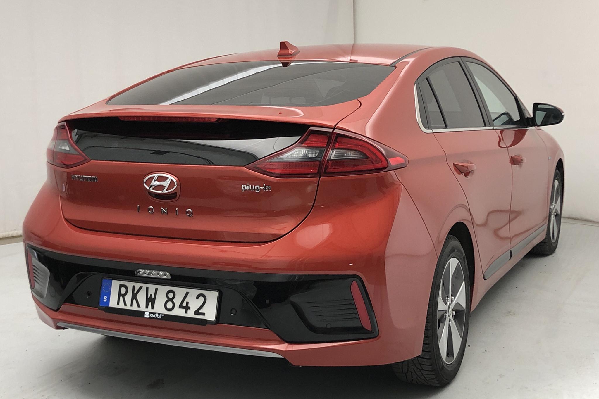Hyundai IONIQ Plug-in (141hk) - 2 504 mil - Automat - orange - 2017