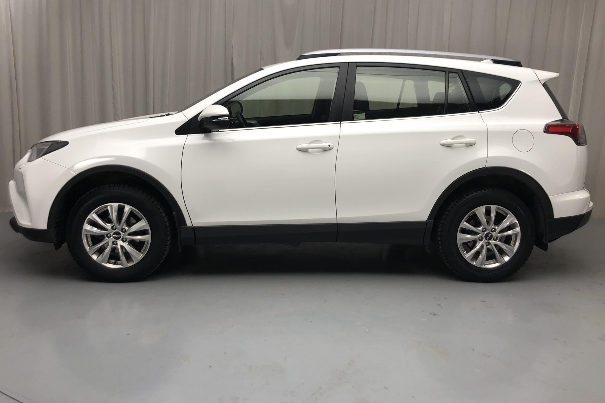 Toyota RAV4 2.0 VVT-i AWD (151hk) - 124 120 km - Automatic - white - 2018