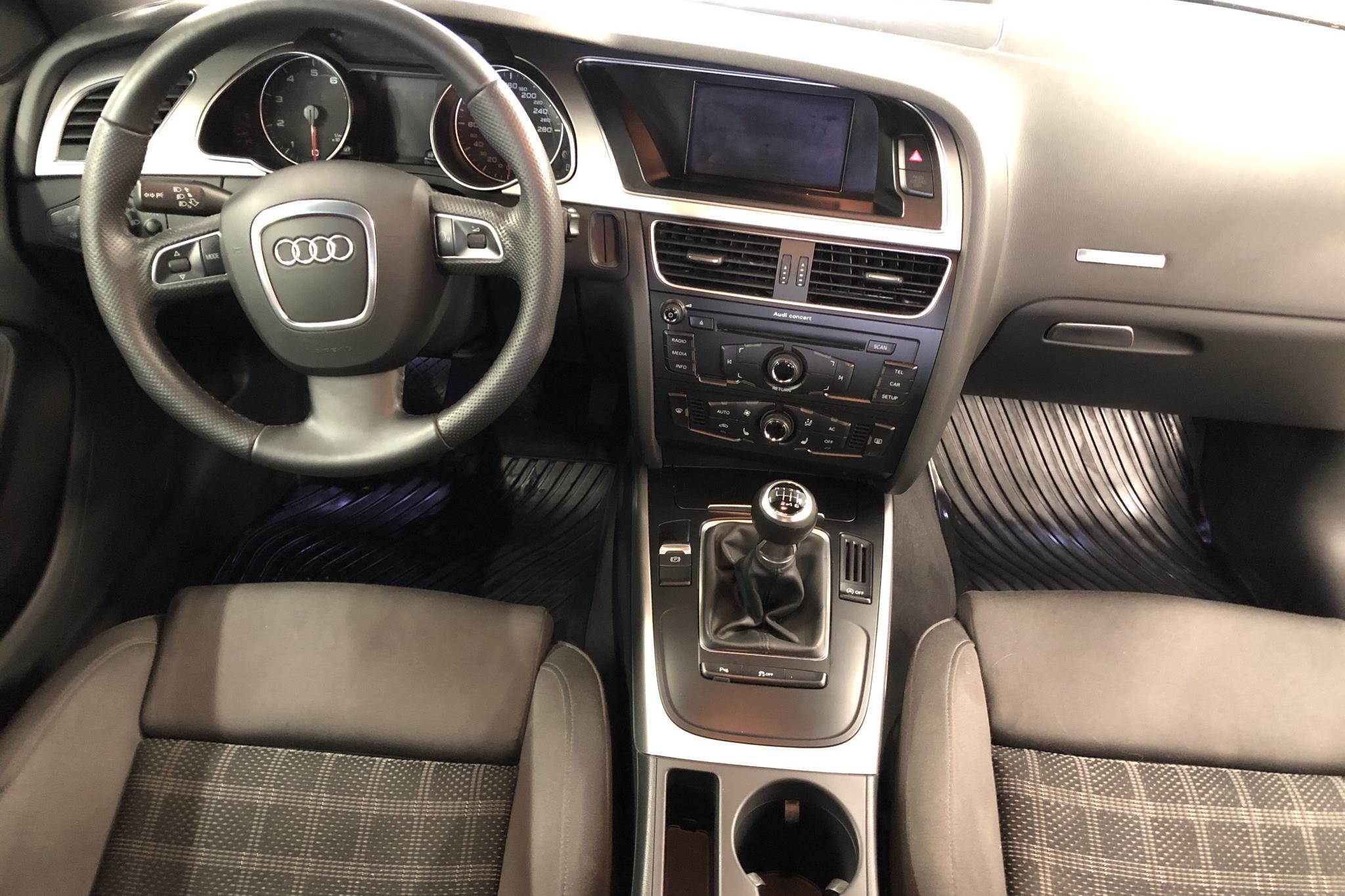 Audi A5 2.0 TFSI Sportback (180hk) - 256 450 km - Manual - white - 2011