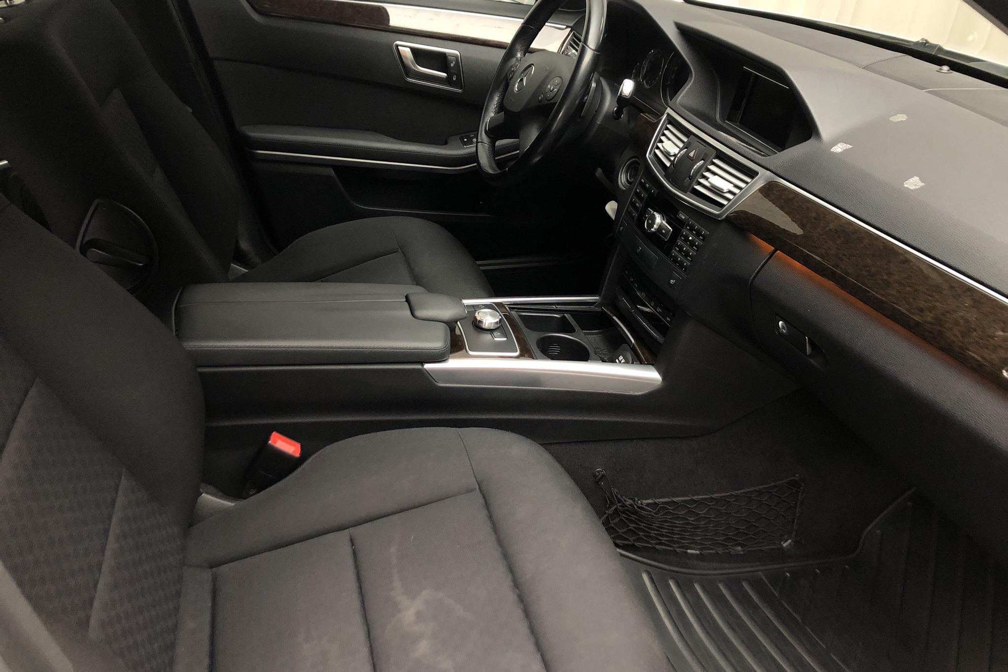 Mercedes E 300 CDI BlueTEC Hybrid Kombi S212 (204hk) - 283 810 km - Automatic - silver - 2013